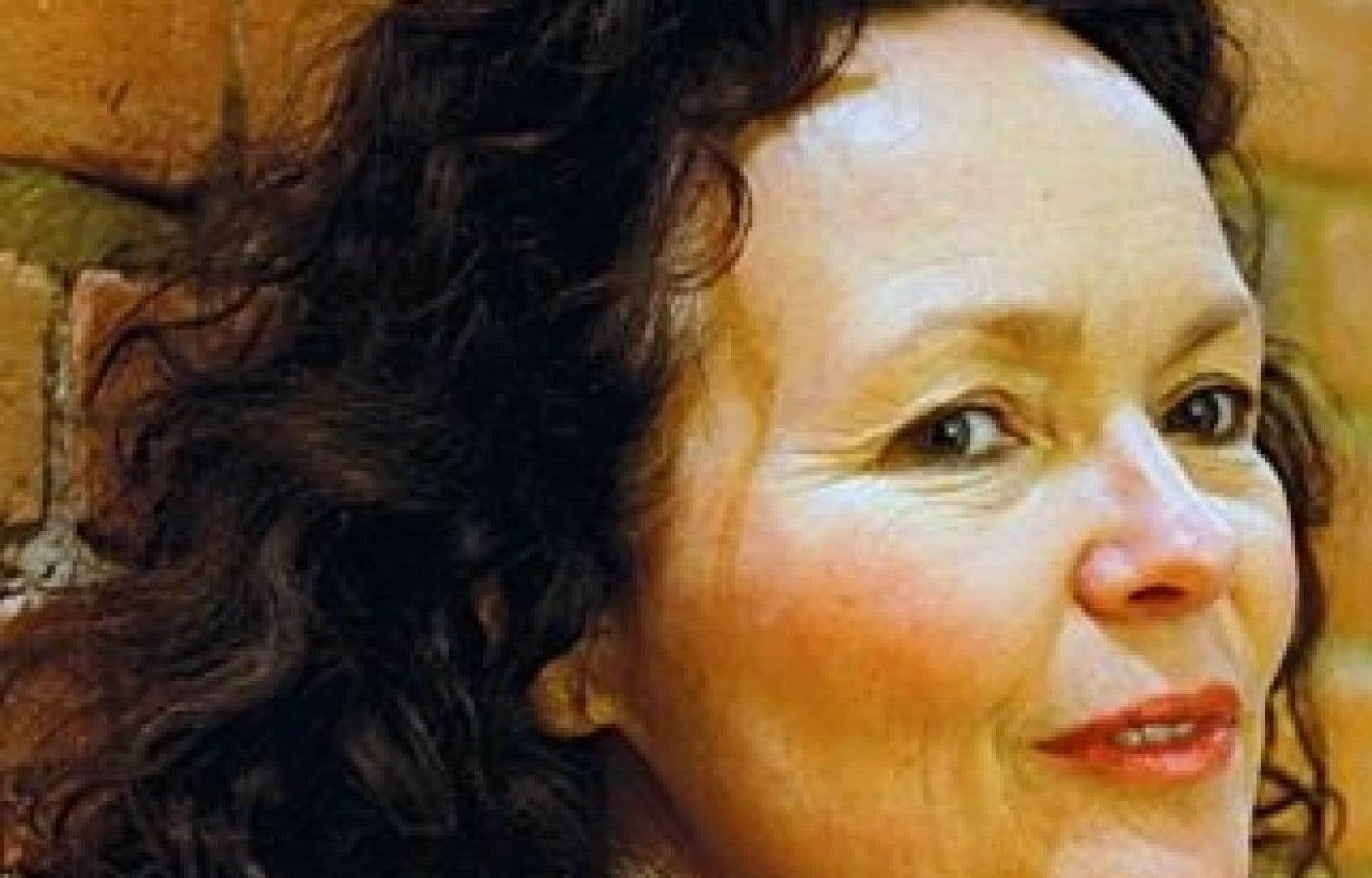 Manon Barbeau exhorte la ministre des Ressources humaines et du Développement des compétences, Diane Finley, à enjoindre à ses fonctionnaires de faire marche arrière, sans quoi le Wapikoni mobile devra faire une croix sur cette 8e année et se tourner vers d'autres bailleurs de fonds.