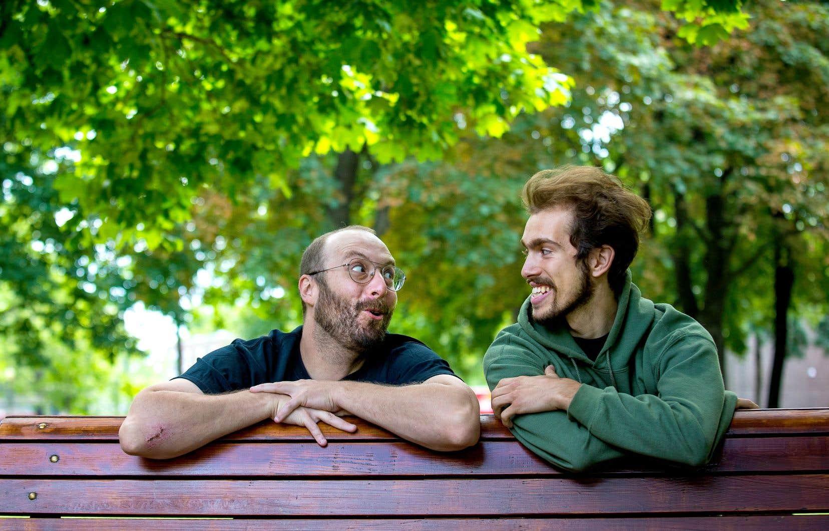 Cédric Gélinas-Séguin et Lucas Boucher ont eu l'idée d'organiser des soirées Picnic et humour l'été passé, à l'annonce de la fermeture des bars. Cette année, quatre spectacles Picnic et humour reviennent chaque semaine dans divers parcs montréalais.