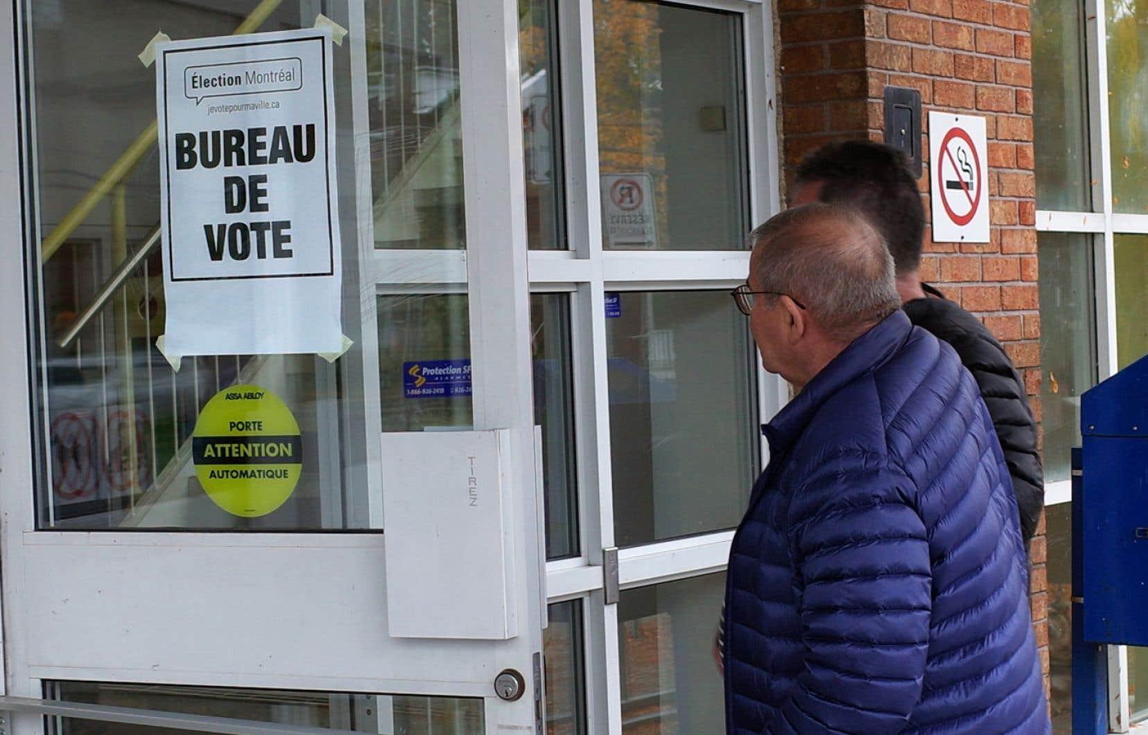 Les Montréalais pourront voter par anticipation les 30 et 31octobre de 9h30 à 20h dans une centaine d'endroits sur le territoire.