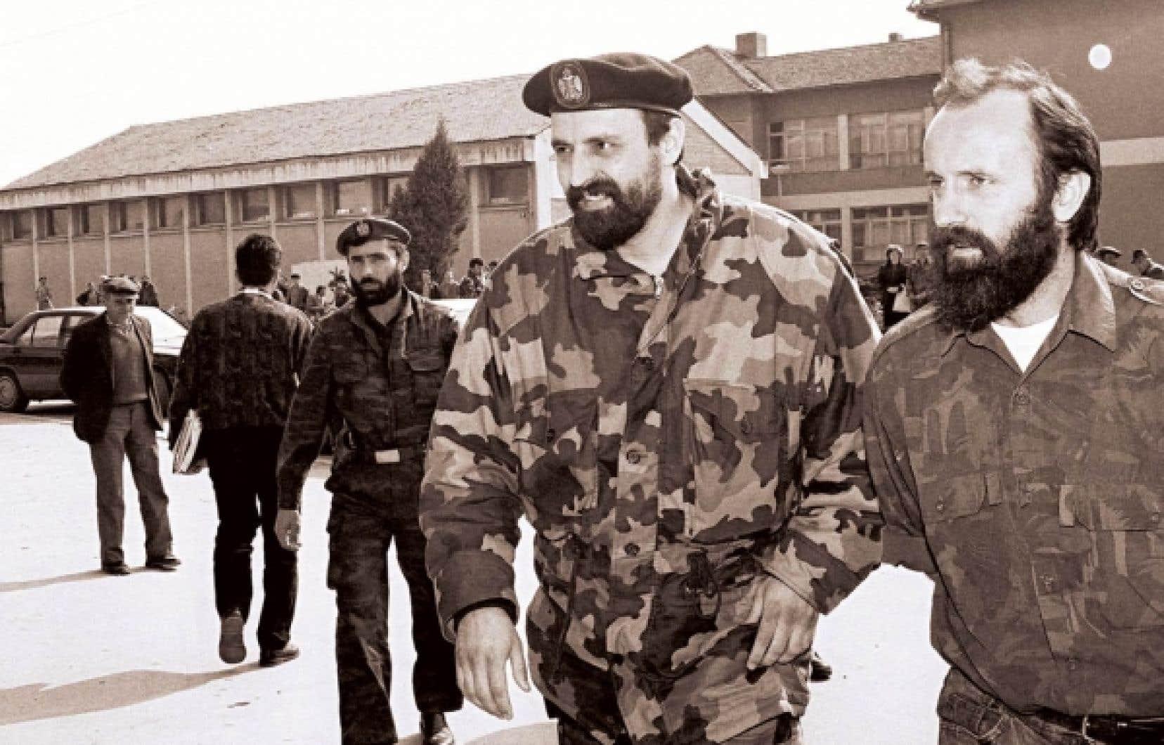 Goran Hadzic (au centre) en avril 1993 dans l'éphémère «République serbe de Krajina».<br />