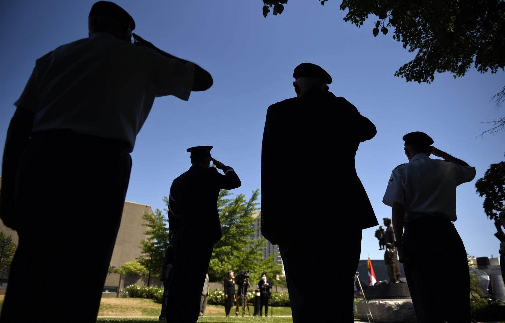 Les mesures annoncées lundi par le lieutenant-général Wayne Eyre étaient attendues depuis qu'un scandale d'inconduites sexuelles impliquant des officiers supérieurs a fait irruption dans l'armée, il y a cinq mois.