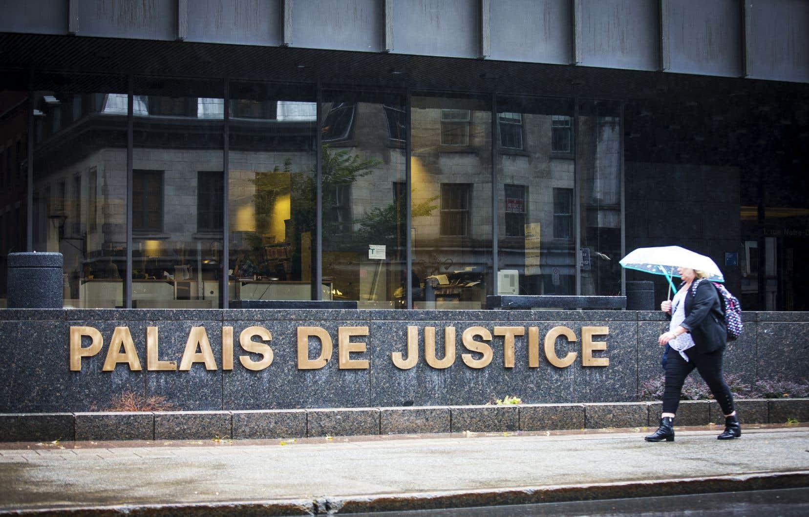 Le témoignage de la présumée victime se poursuivra mardi au palais de justice de Montréal.