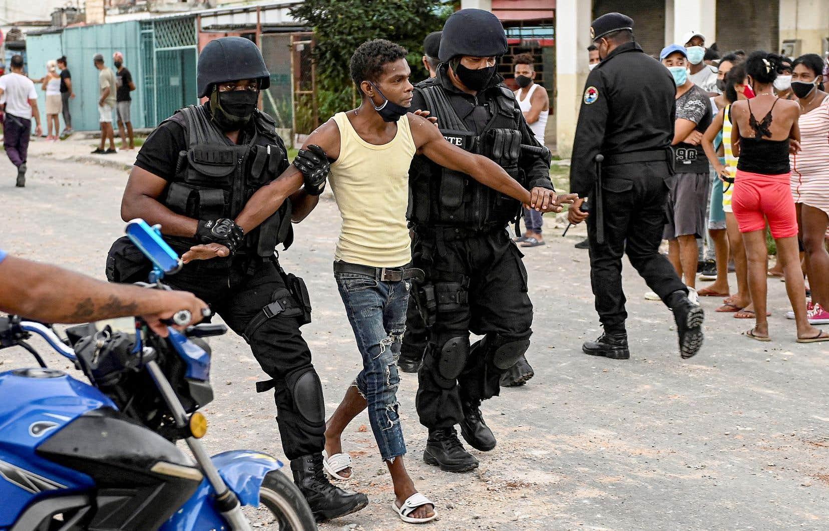 Depuis lundi, le groupe de défense des libertés civiles cubain, Movimiento San Isidro, a recensé pas moins de 114 citoyens arrêtés par le régime ou portés disparus après les manifestations de dimanche dernier.