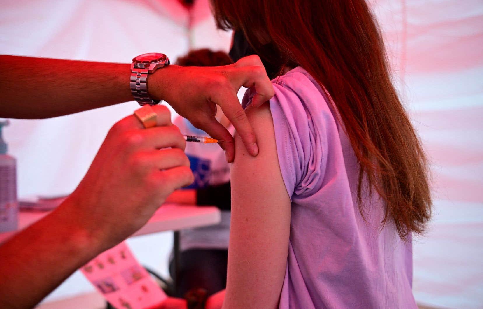 Le record de vaccination quotidienne a été battu mardi avec 792339 injections comptabilisées en fin d'après-midi, a annoncé le premier ministre, Jean Castex.