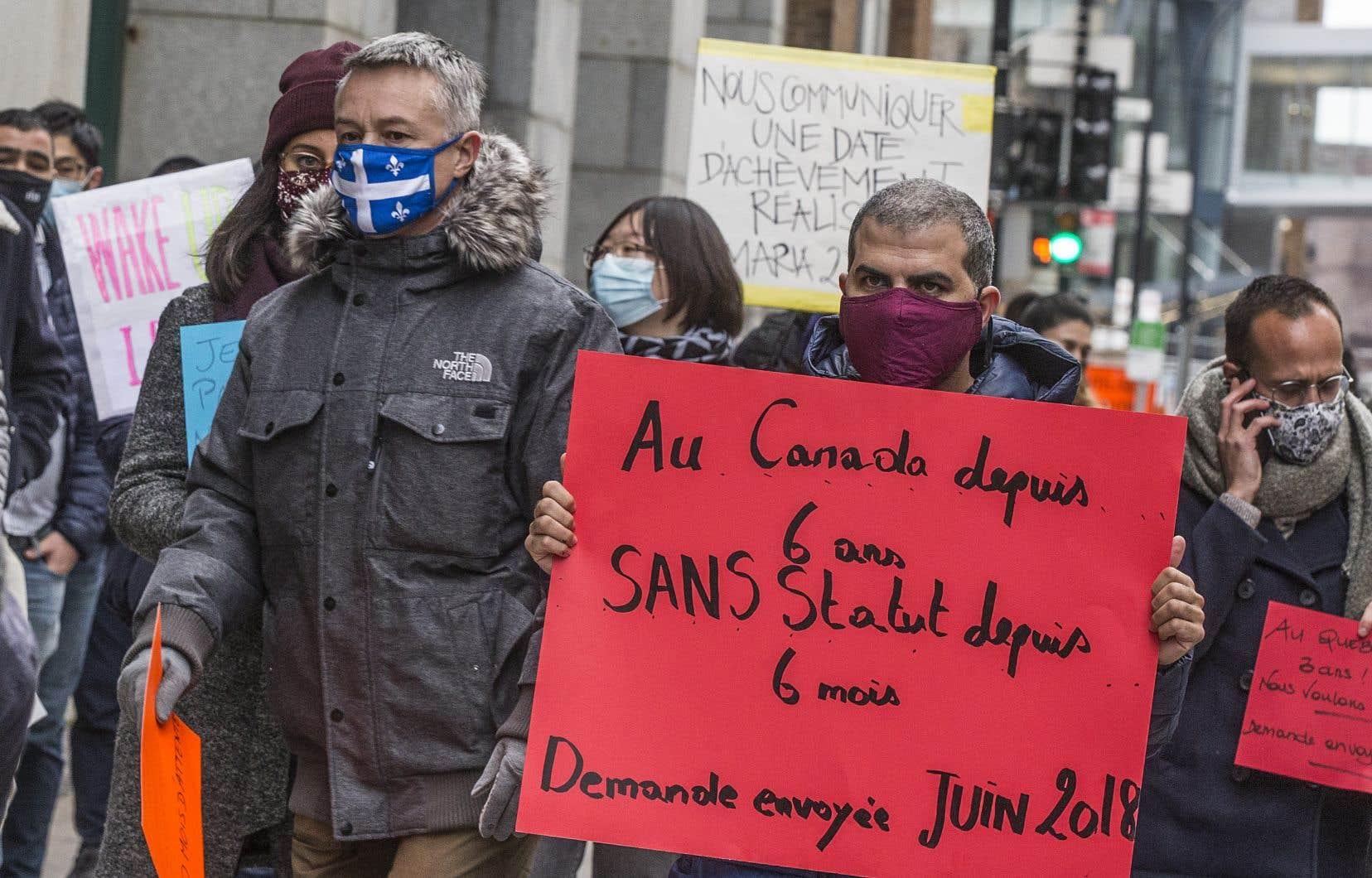 «En 2019, l'année où le gouvernement du Québec a baissé le nombre d'admissions de 20% pour l'établir à 40 000, il y avait près de 160 000 personnes avec un permis temporaire au Québec au 31 décembre, excluant les personnes ayant fait une demande d'asile», écrit l'autrice.