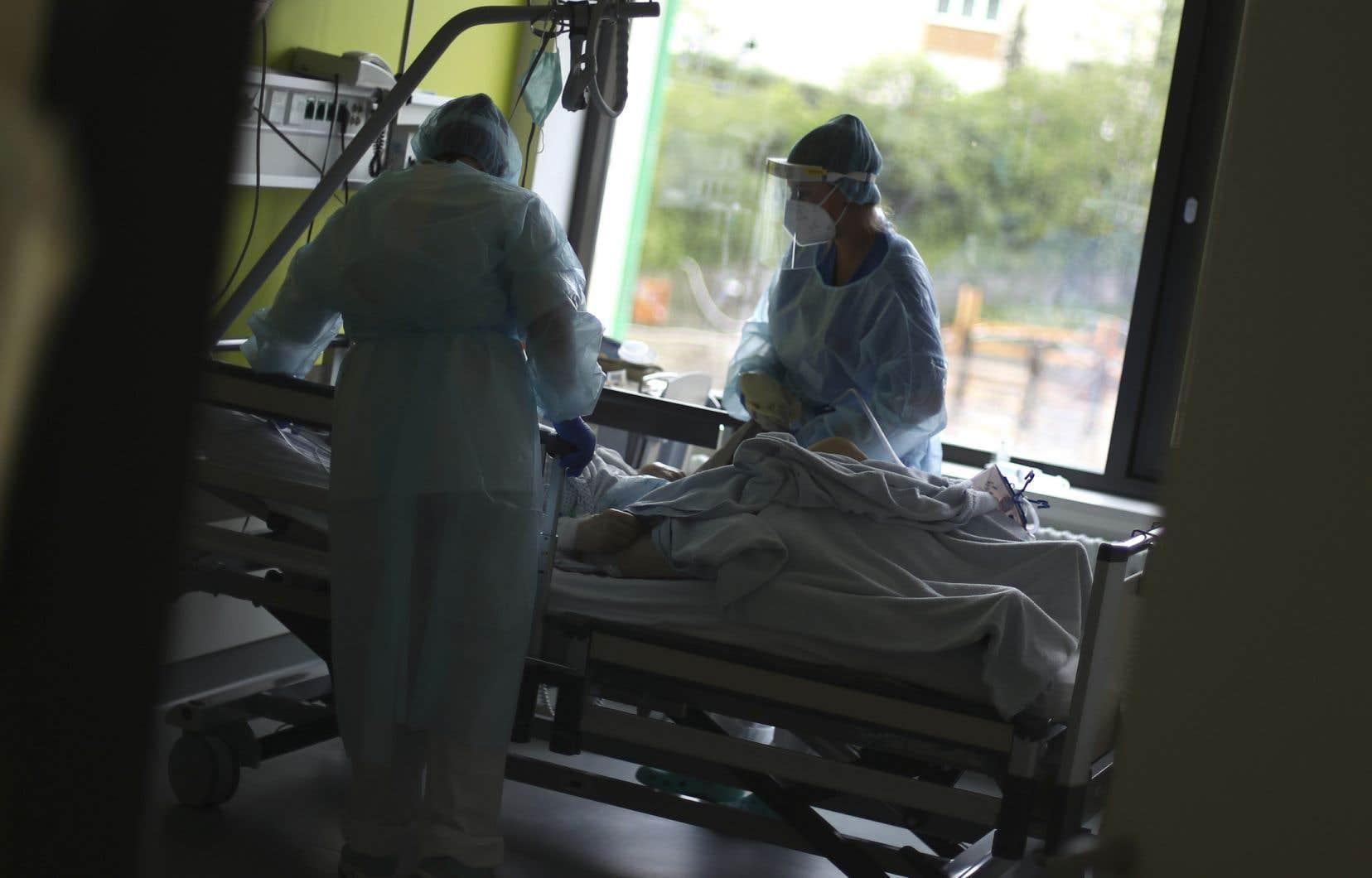 «Il faut rétablir la gestion de proximité dans les établissements de santé, plus particulièrement les hôpitaux de soins aigus, et la confier à des gestionnaires qui sont plus près du terrain et de la réalité du personnel médical et des patients», estime l'autrice.