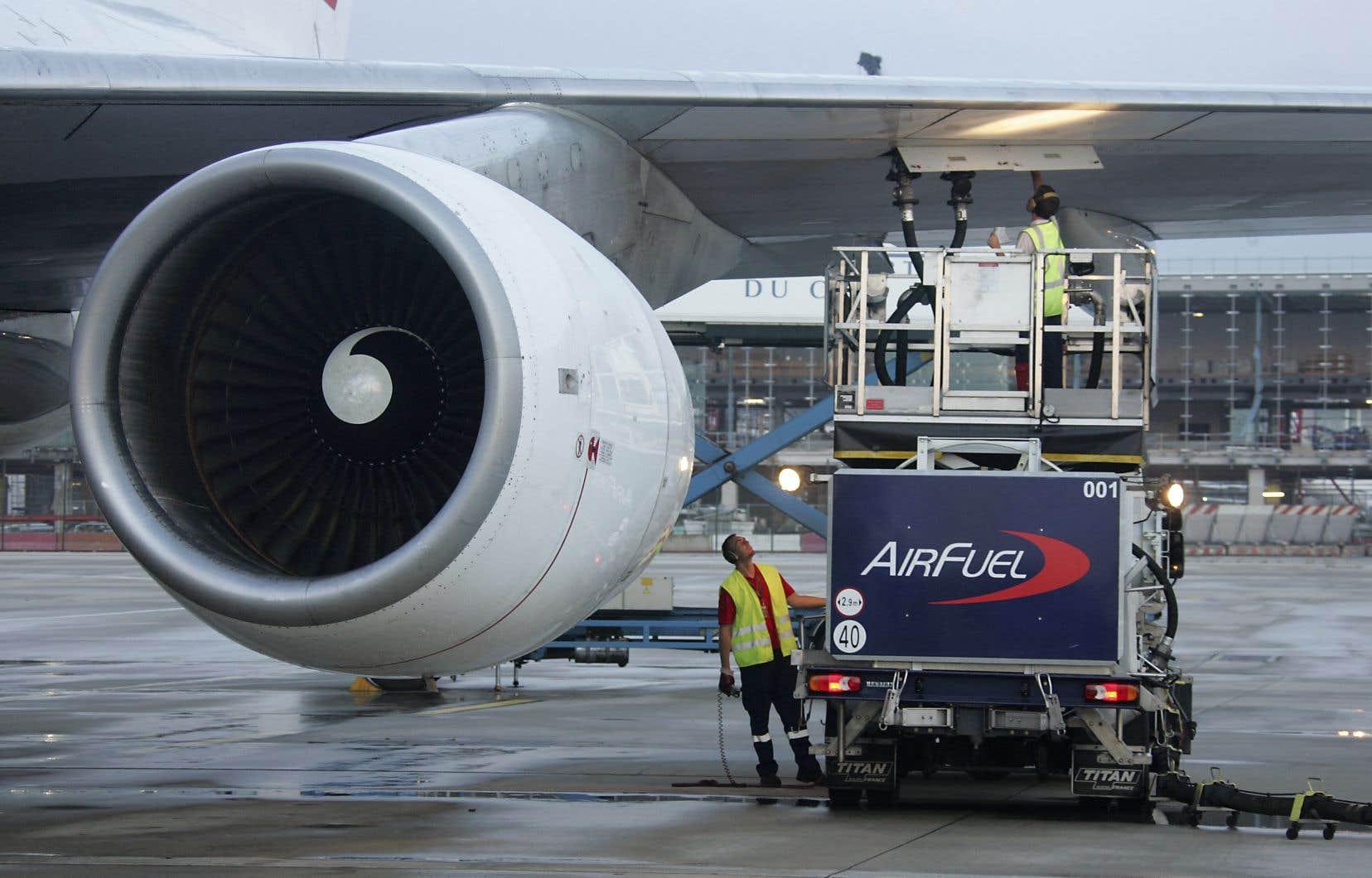 Parmi les mesures annoncées, la Commission souhaite taxer dès 2023 le kérosène pour les vols à l'intérieur de l'Union européenne.