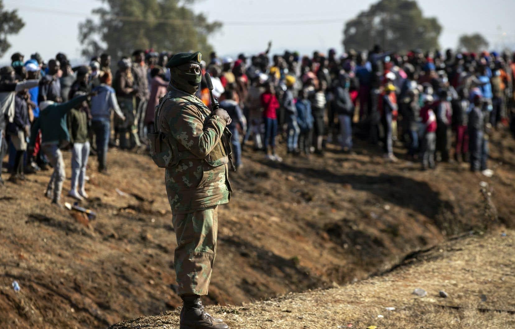 Les patrouilles armées semblent avoir réussi à rétablir l'ordre dans le Gauteng, la province la plus peuplée d'Afrique du Sud, où se trouve notamment Johannesbourg.