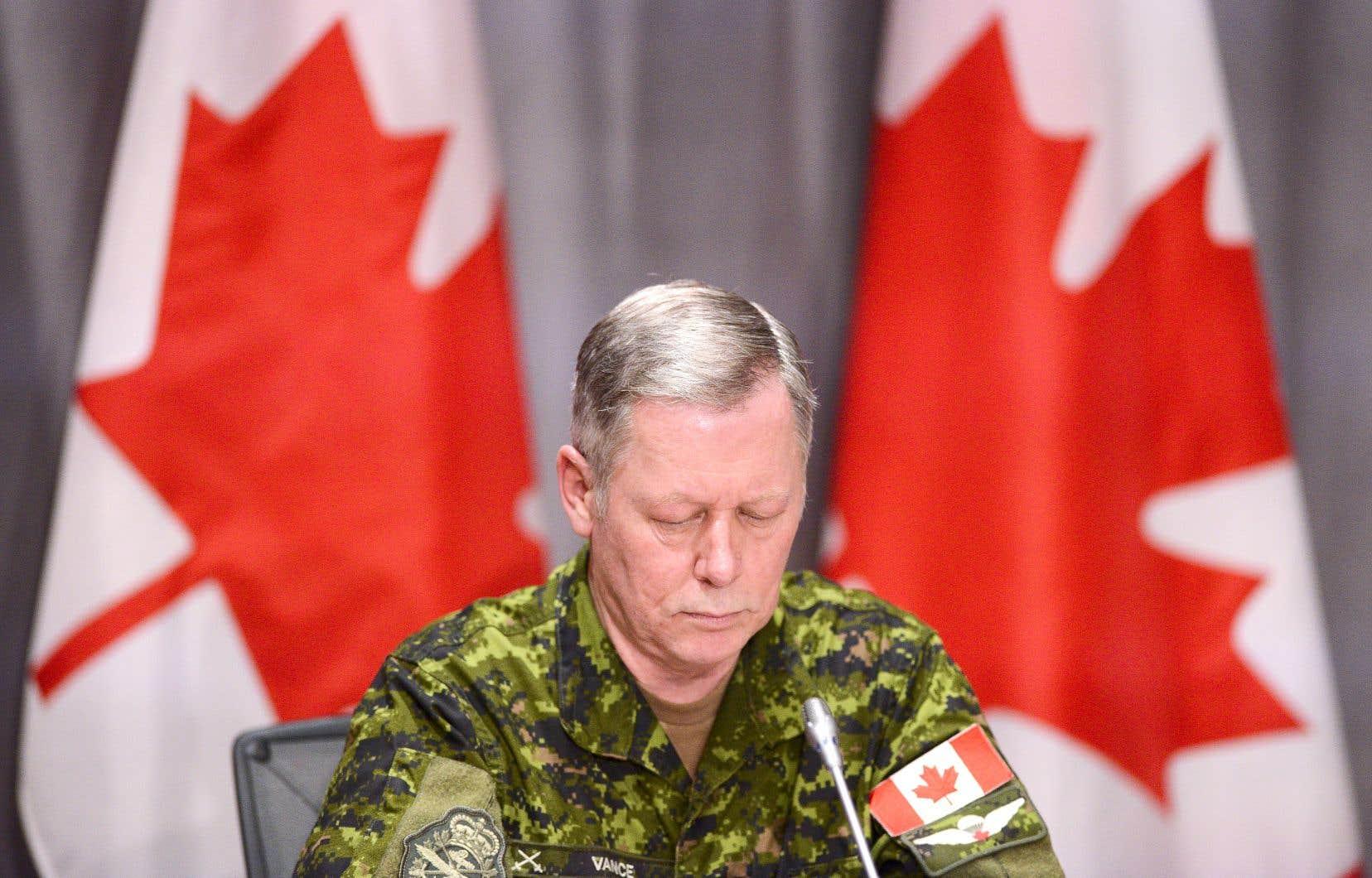 Le général à la retraite Jonathan Vance, ancien chef d'état-major de la Défense, a été accusé jeudi d'entrave à la justice.