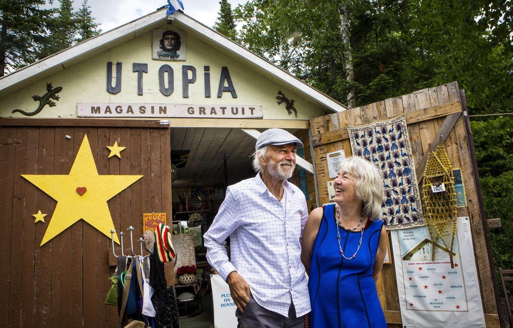 Gilles Beaupré et sa conjointe Lois Devereaux sont propriétaires de la boutique Utopia à Sainte-Cécile-de-Whitton, en Estrie.