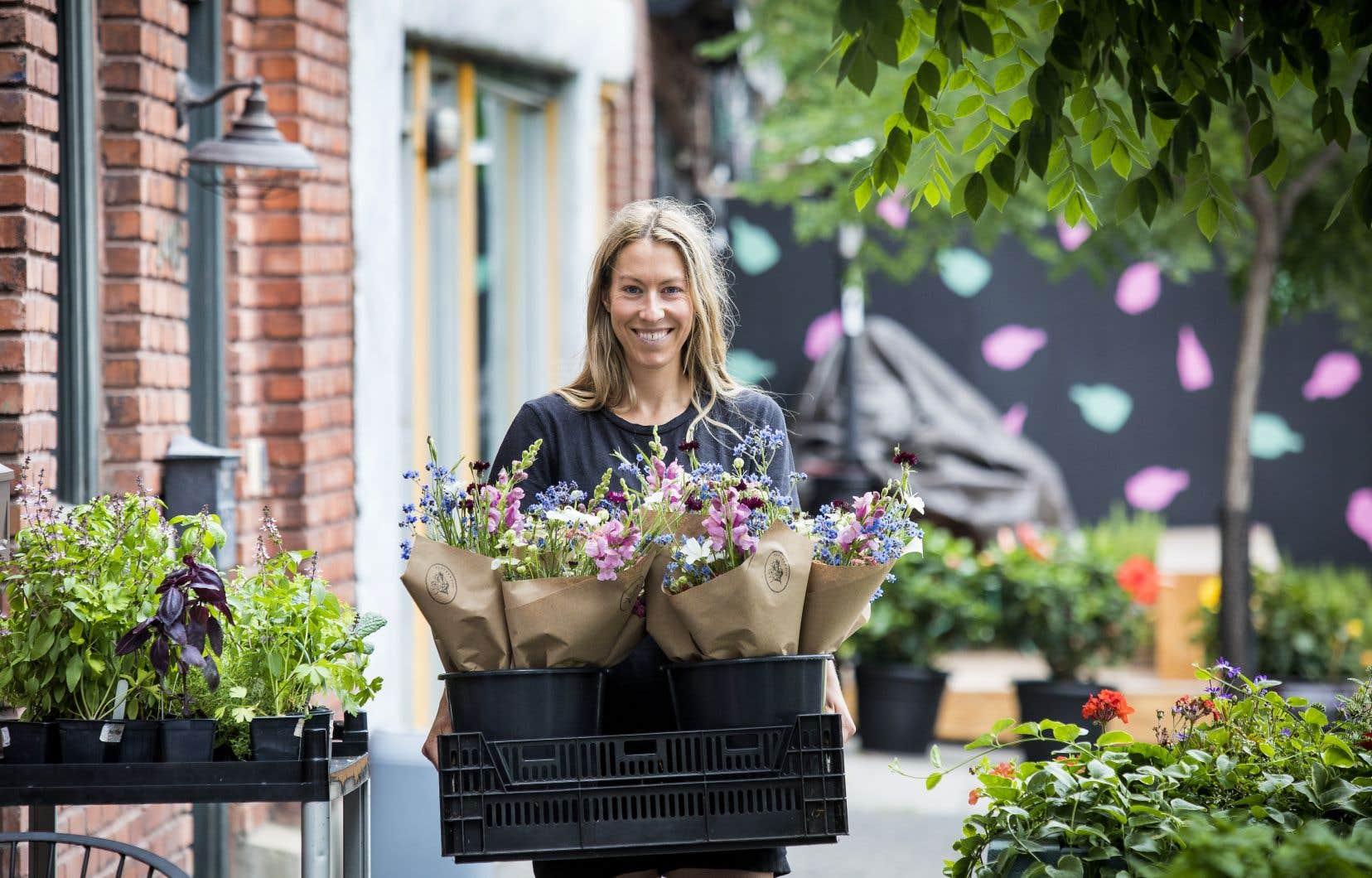 Depuis deux ans, Ariane Desjardins est propriétaire de sa ferme, Fleurs&Fille, dans la municipalité estrienne de Bonsecours.
