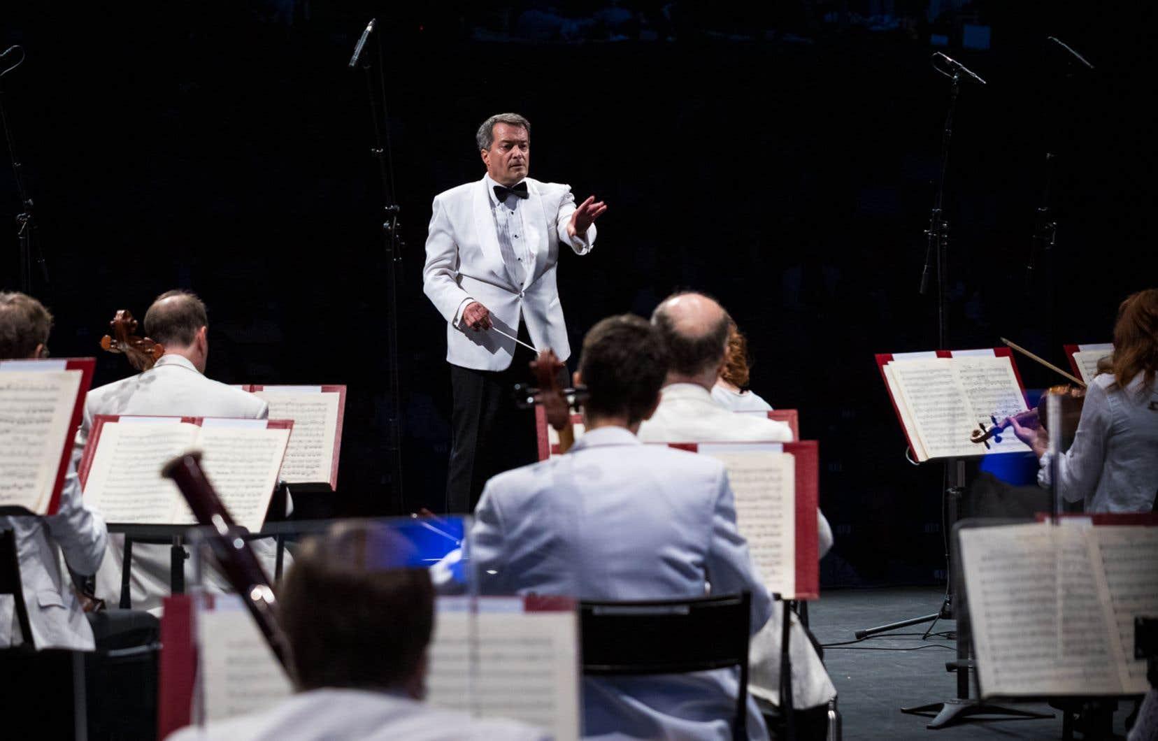 Le chef d'orchestre québécois Jacques Lacombe