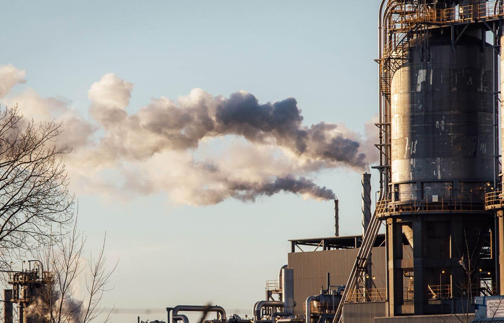 «En fixant la première cible à 2030, le gouvernement canadien envoie comme message au reste du monde qu'il n'est pas prêt à agir dès maintenant, ce qui est pourtant crucial pour ralentir le réchauffement», écrivent les auteurs.