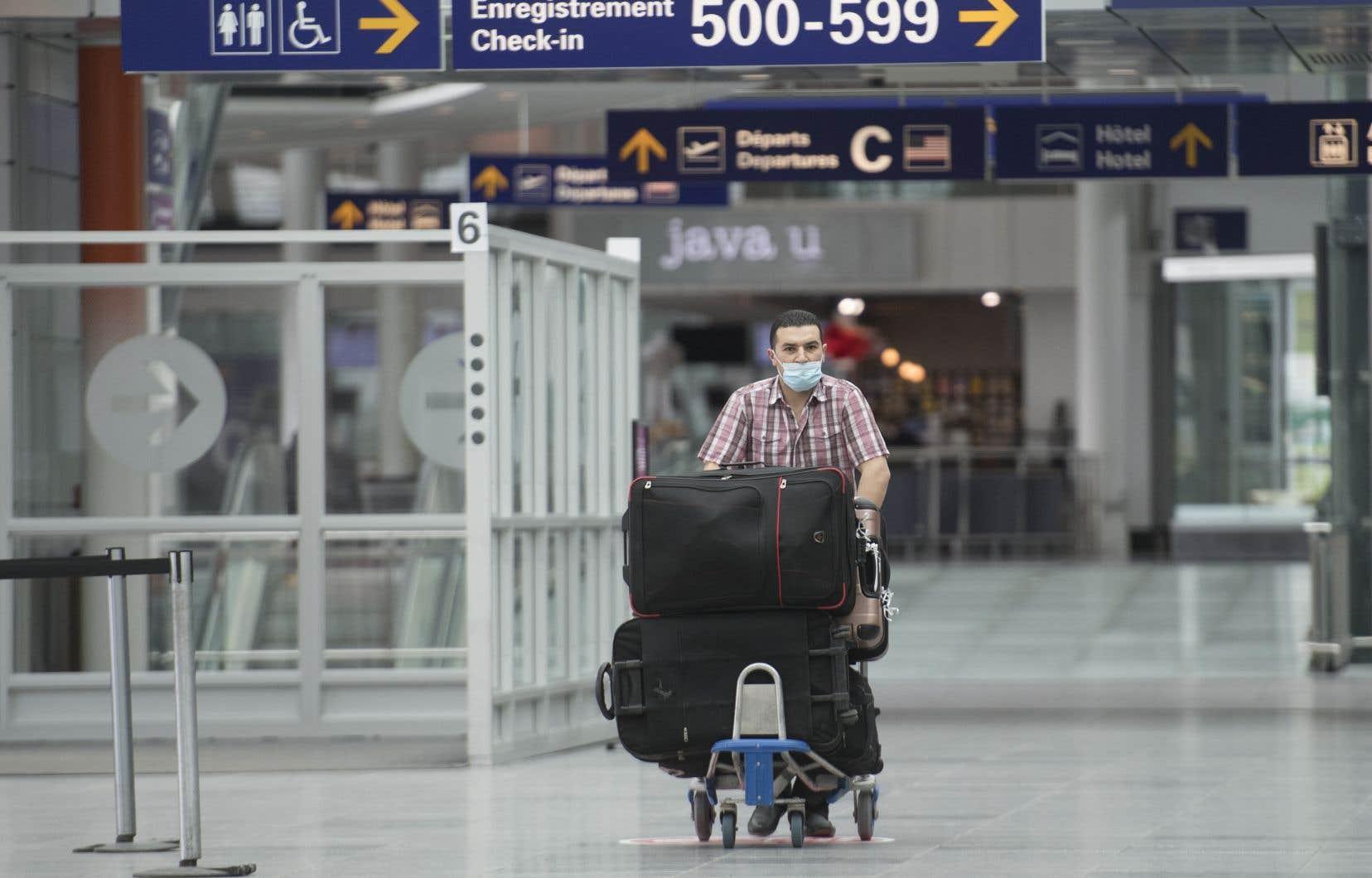 Pour entrer au pays, les voyageurs devront donc avoir reçu toutes les doses nécessaires d'un des vaccins homologués par Santé Canada
