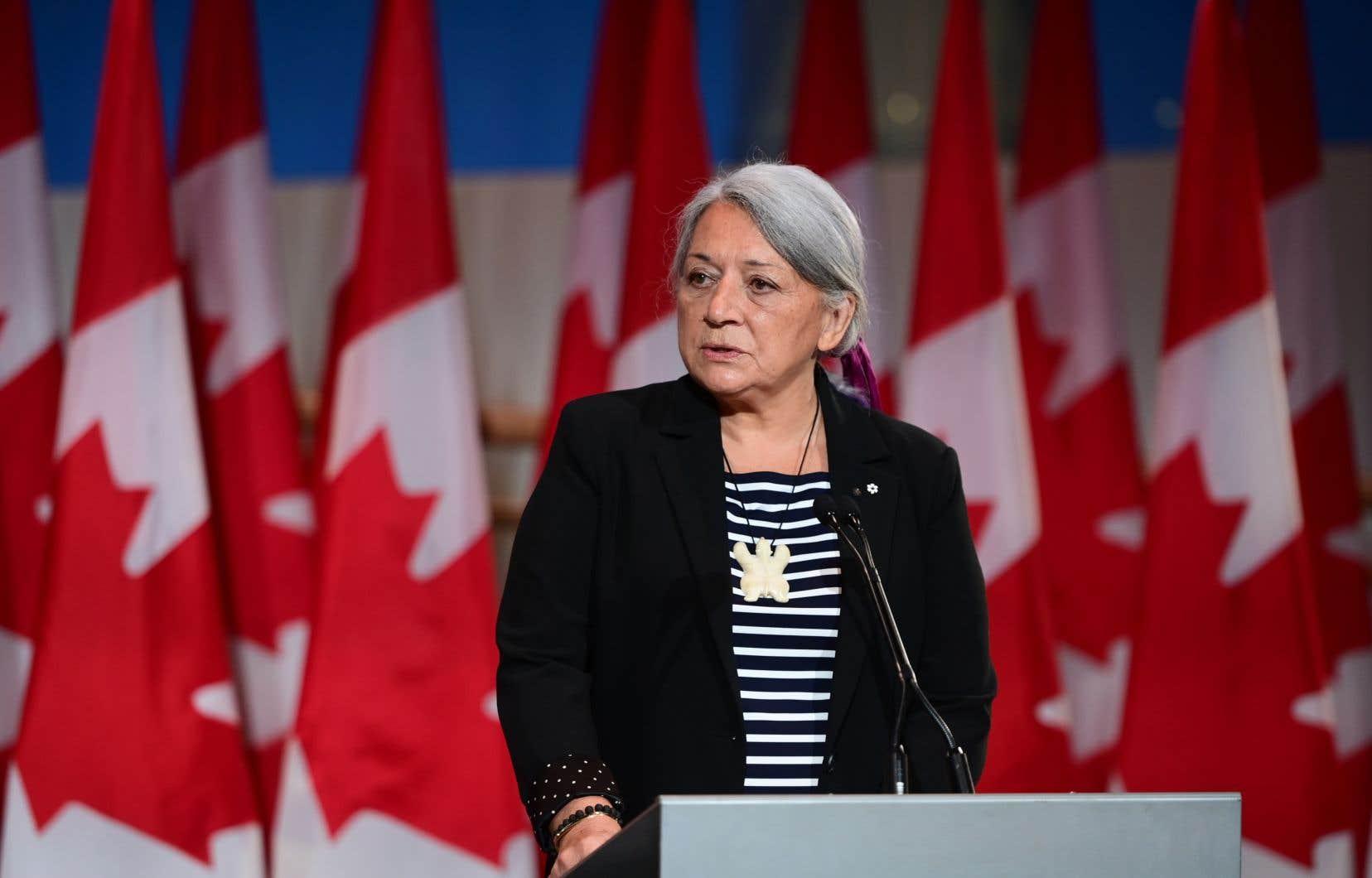 Dans son premier discours, le 6juillet, lors de l'annonce de sa nomination, MmeSimon a parlé en inuktitut et en anglais, sauf pour une courte phrase en français, lue avec peine.