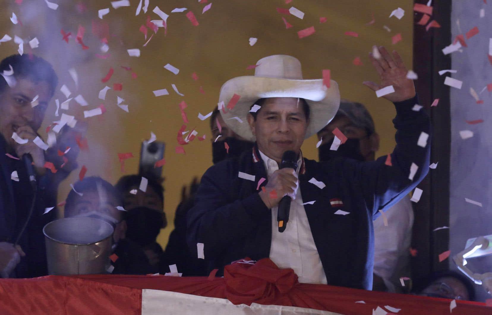 Le candidat de la gauche radicale, Pedro Castillo, a été proclamé lundi vainqueur de l'élection présidentielle au Pérou par l'autorité électorale.