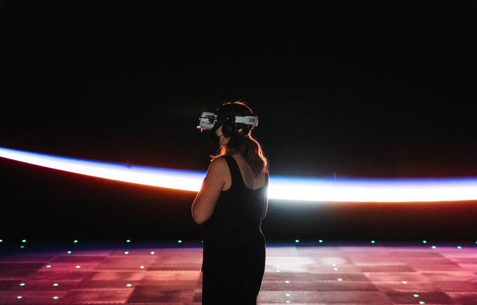 Cette exposition en réalité virtuelle offre au public la possibilité de se déplacer librement à l'intérieur de la Station spatiale internationale reproduite à l'échelle réelle.