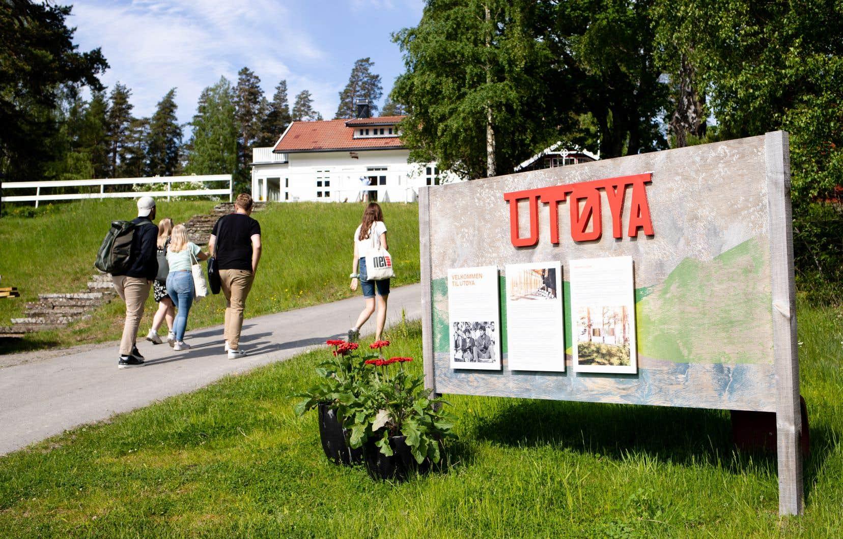 Le 22juillet 2011, Anders Behring Breivik, déguisé en policier, fait feu pendant plus d'une heure sur un camp d'été de la Jeunesse travailliste. Il fait 69 morts, des adolescents pour la plupart.