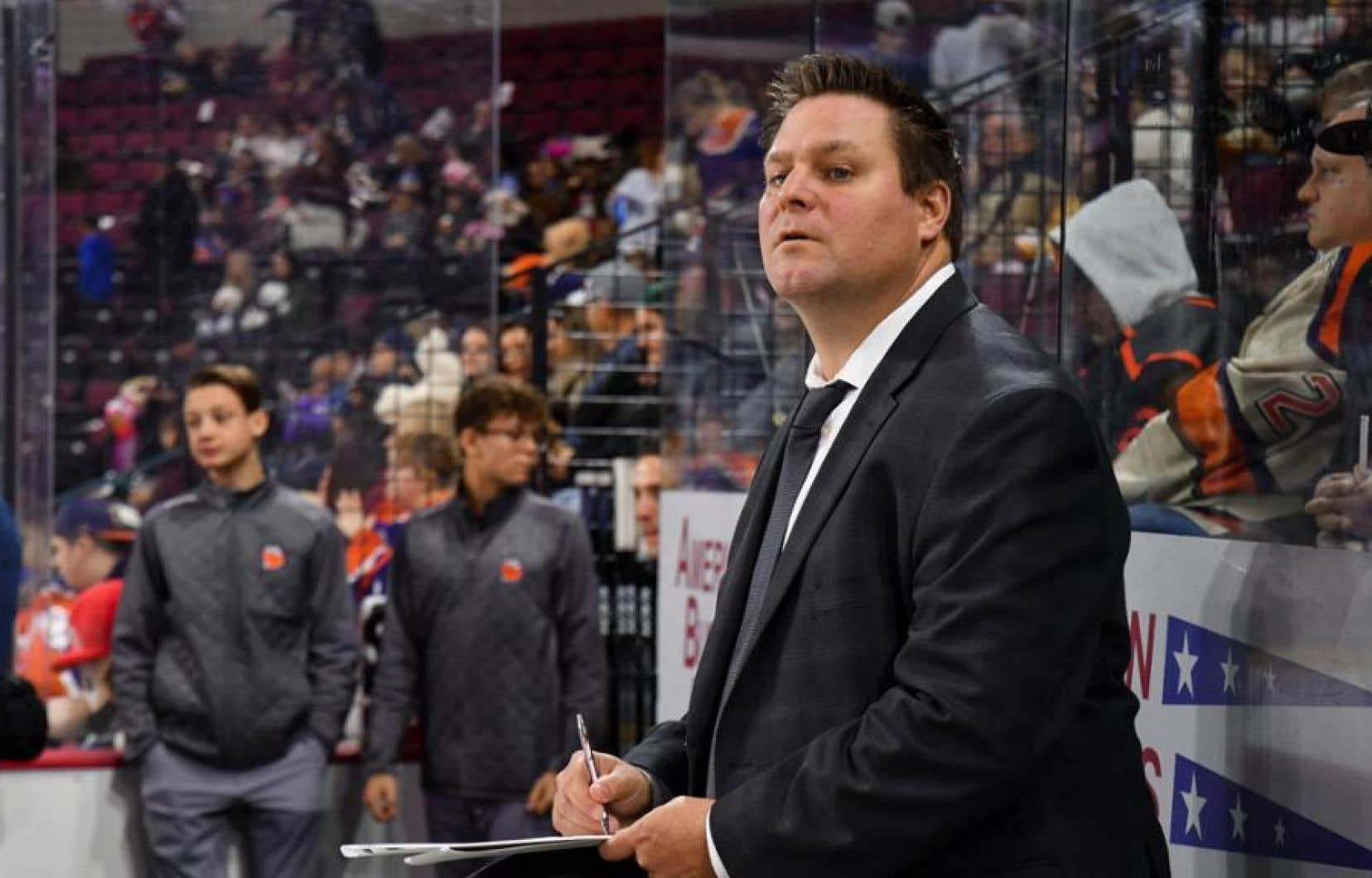 Le directeur général des Canadiens, Marc Bergevin, a annoncé la nomination de Jean-François Houle à titre d'entraîneur-chef du Rocket de Laval dans la Ligue américaine, mardi.