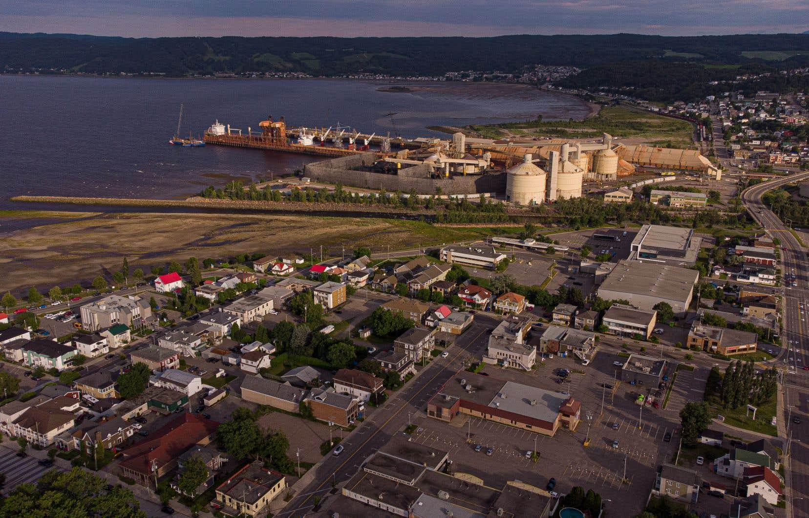 En tournant le dos à GNL Québec, le gouvernement Legault prive la région du Saguenay–Lac-Saint-Jean de milliers d'emplois temporaires durant la phase de construction et de 300 emplois à terme.