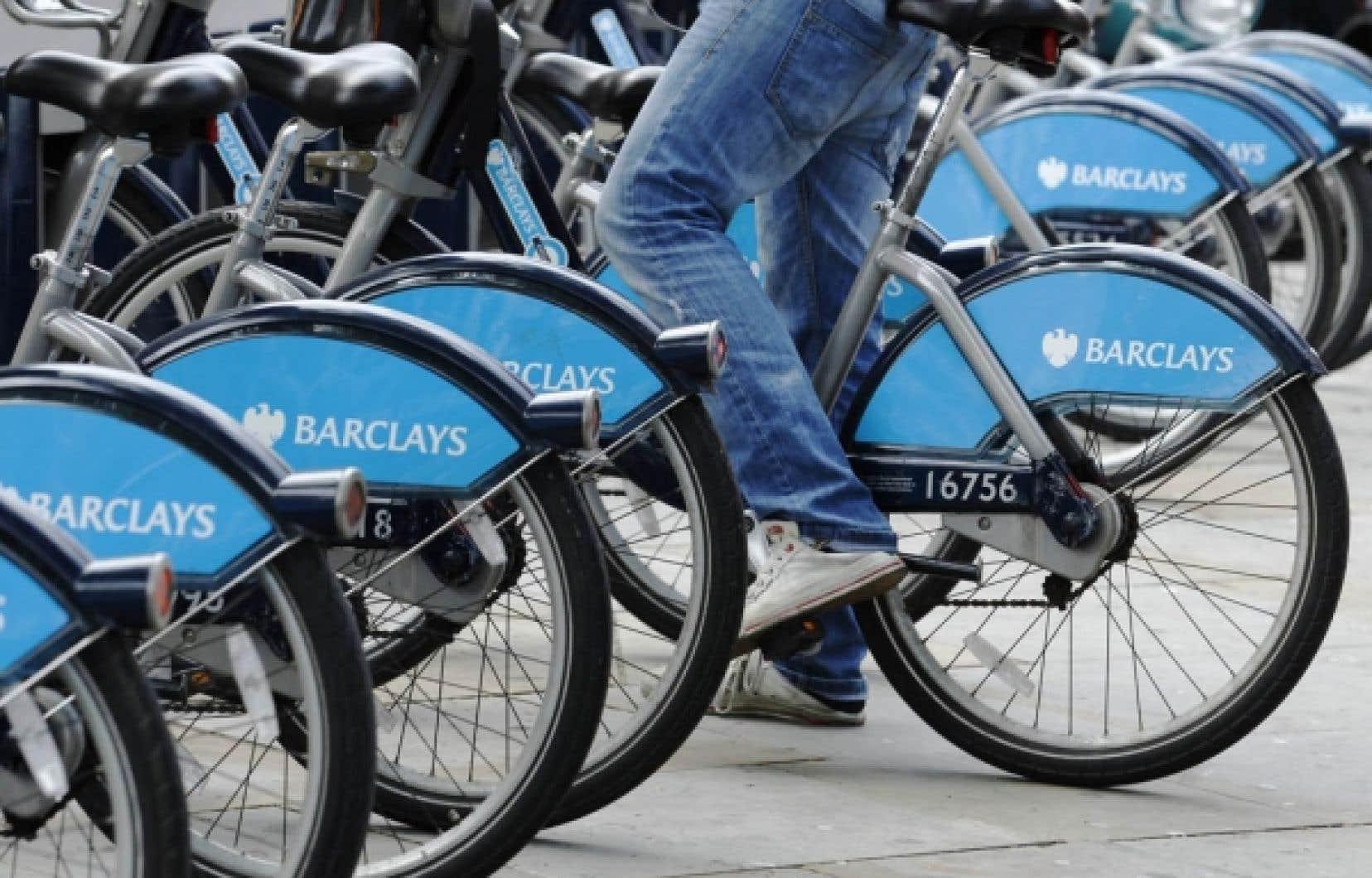 Une bicyclette de Londres en libre-service commanditée par la banque Barclays.
