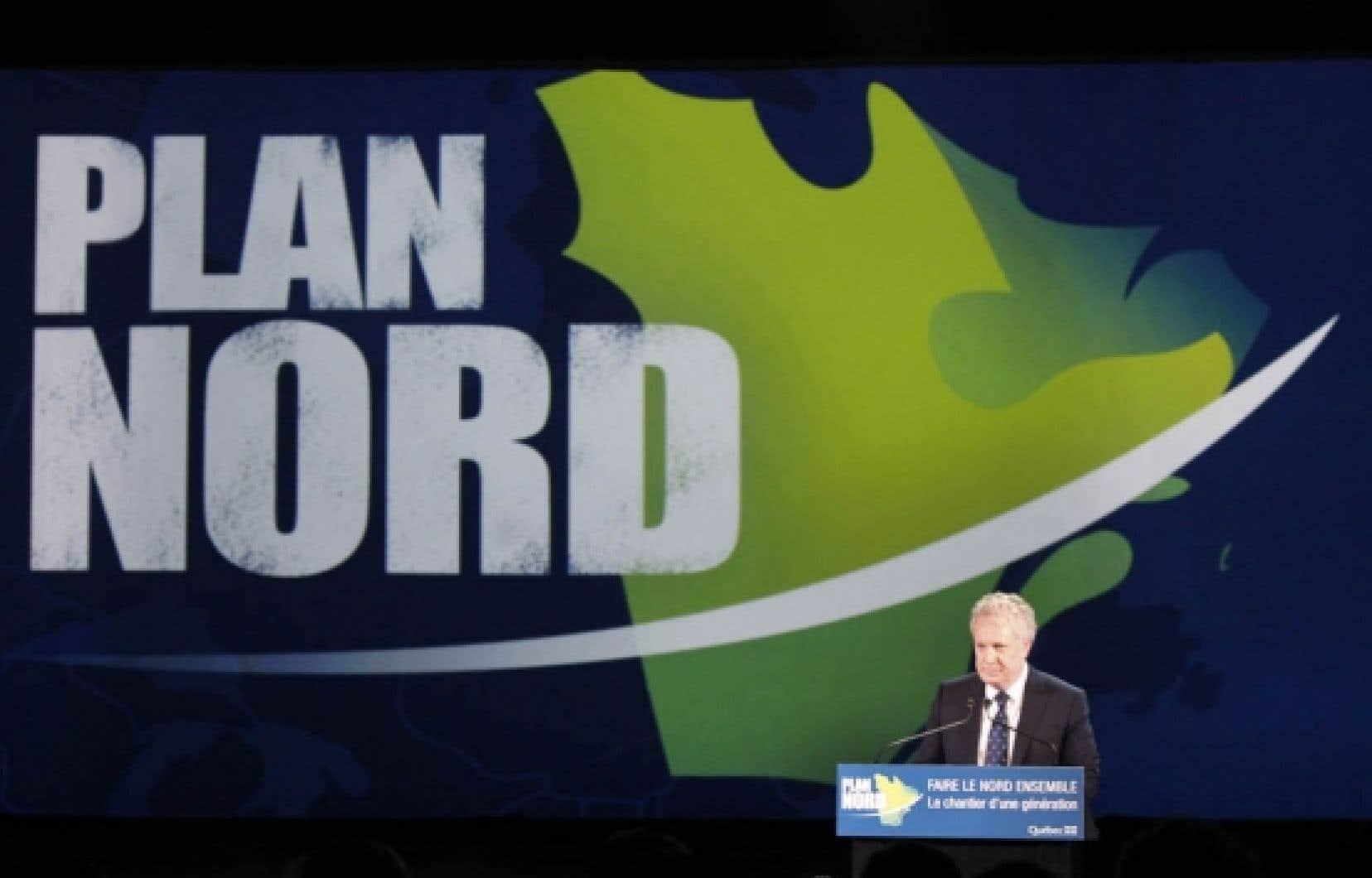 Jean Charest pr&eacute;sentant le Plan Nord, le 9 mai dernier, &agrave; L&eacute;vis.<br />