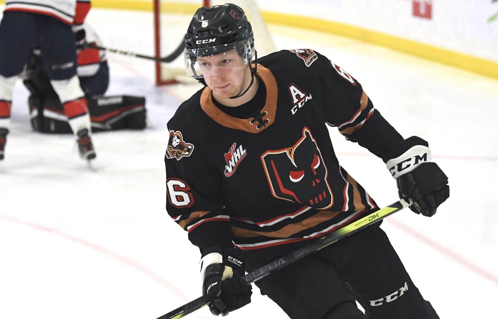 Luke Prokop a déclaré son homosexualité plus tôt cette semaine. Il est le premier joueur de la LNH à signer un contrat après avoir fait cette déclaration publiquement.