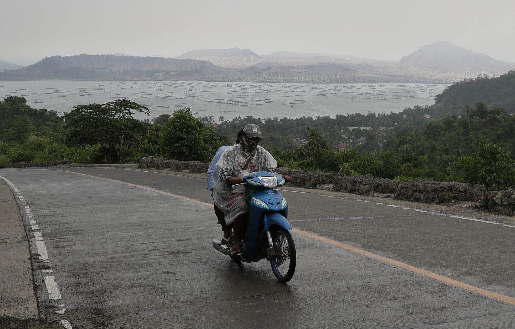 Au début du mois de juillet, le volcan Taal, au sud de Manille, était entré en éruption, forçant des milliers de Philippins à évacuer leurs domiciles.