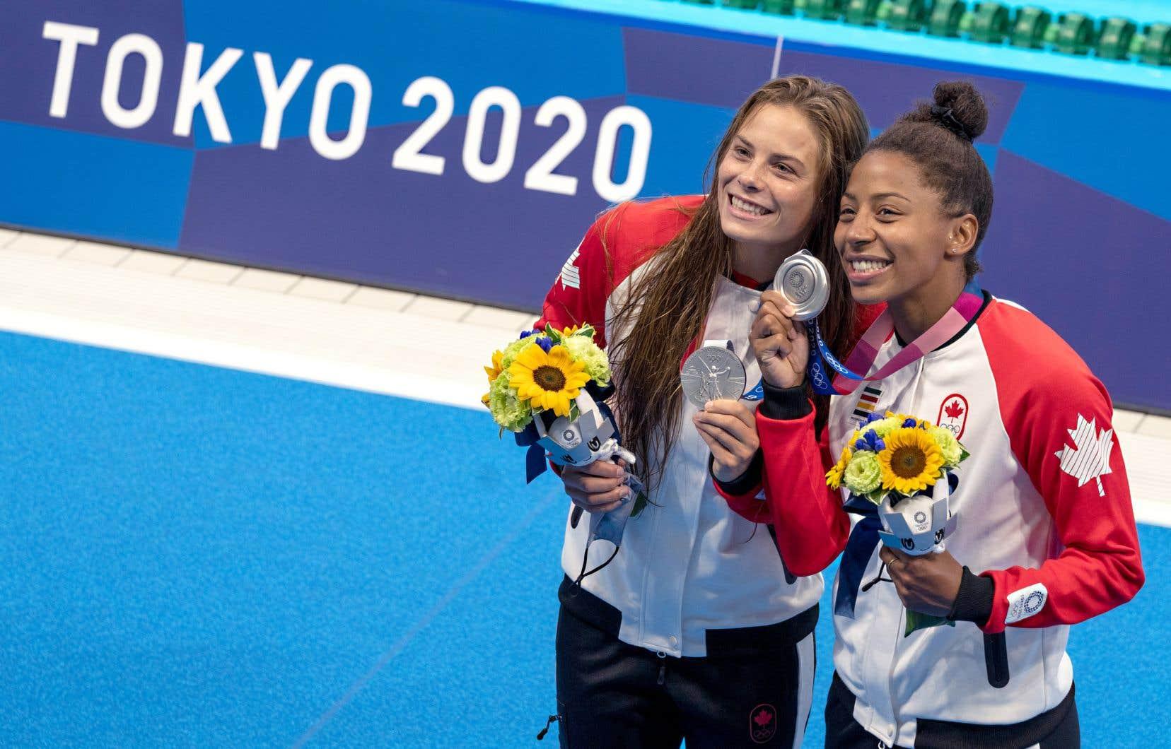 C'est la deuxième médaille olympique pour Jennifer Abel (à droite), après le bronze décroché à Londres, il y a neuf ans mais la première pour sa partenaire Mélissa Citrini-Beaulieu.