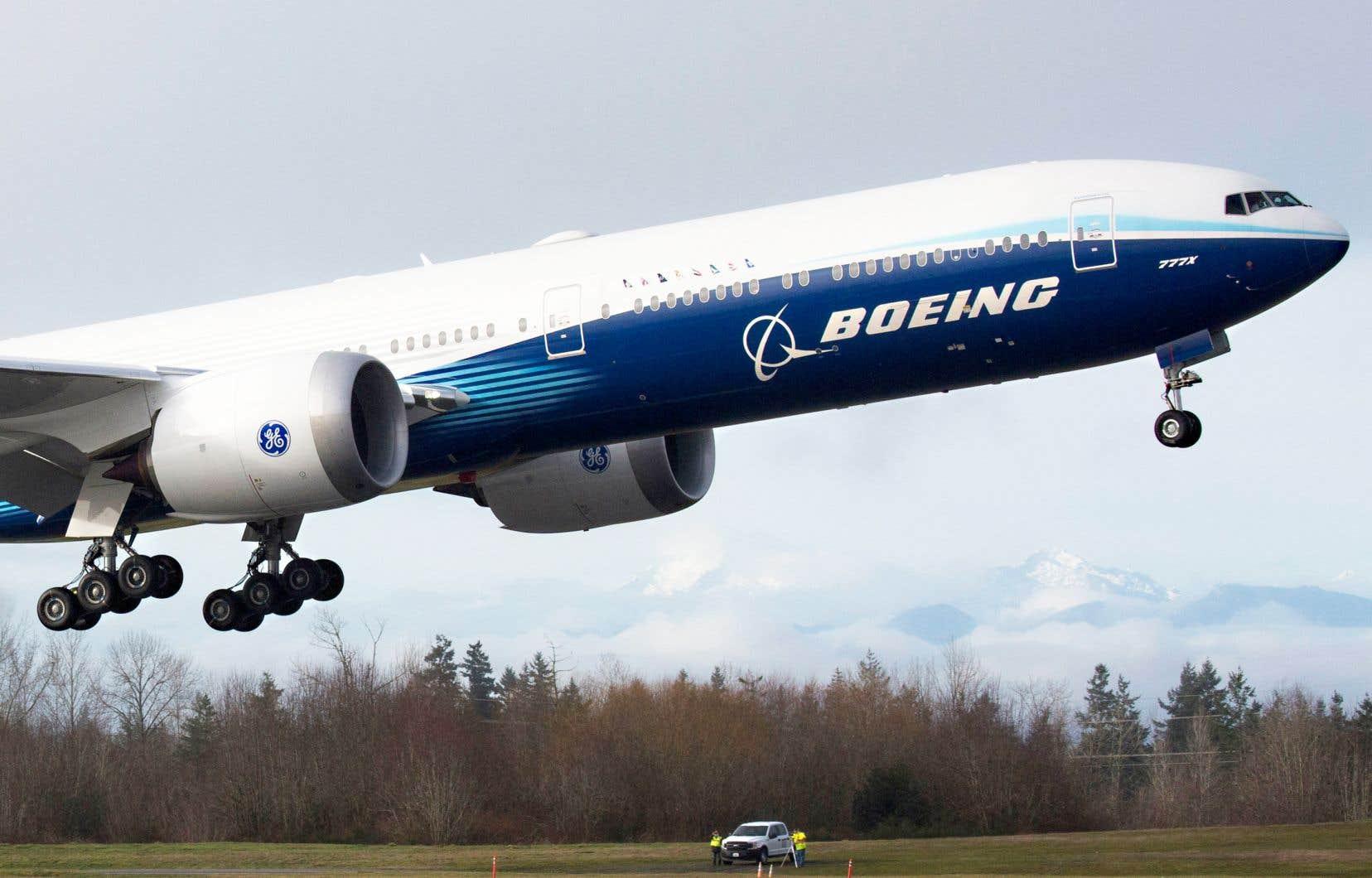 Alors que l'industrie de l'aviation commence à reprendre du mieux, Boeing tire de l'arrière après avoir éprouvé des problèmes électriques avec le jet 737 MAX, des problèmes de fuselage sur le 787 et un autre retard dans le calendrier du 777X (sur la photo).