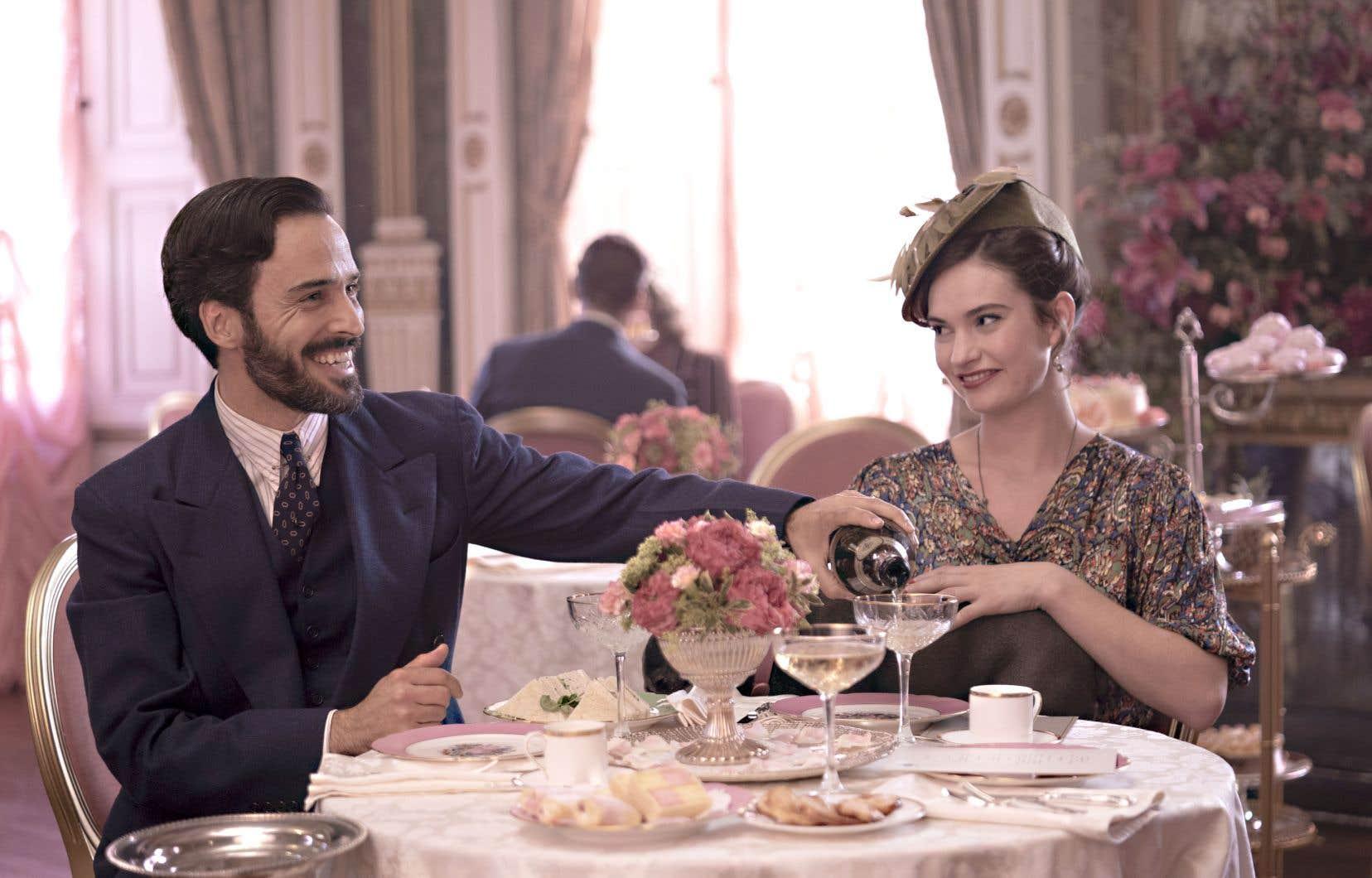 «The Pursuit of Love» bénéficie d'une direction artistique luxueuse, colorée et originale.