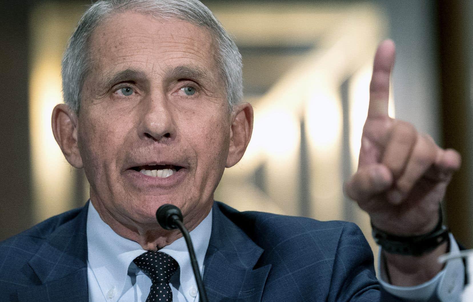 Le Dr Anthony Fauci a indiqué que les autorités examinaient la possibilité de recommander le port du couvre-visage aux Américains vaccinés.