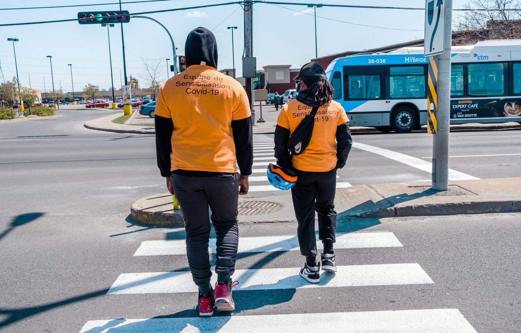 Plusieurs organismes, ayant pignon sur rue à Montreal-Nord, se sont concertés pour envoyer sur le terrain des équipes d'intervenants et de bénévoles afin de sensibiliser la population aux mesures à prendre.