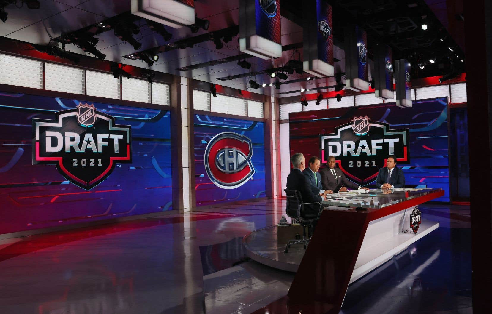 Logan Mailloux,jeune joueur originaire de l'Ontario, avait demandé la semaine dernière aux équipes de la Ligue nationale de hockey de ne pas le repêcher, et ils sont plusieurs à penser que l'organisation aurait dû respecter sa volonté.