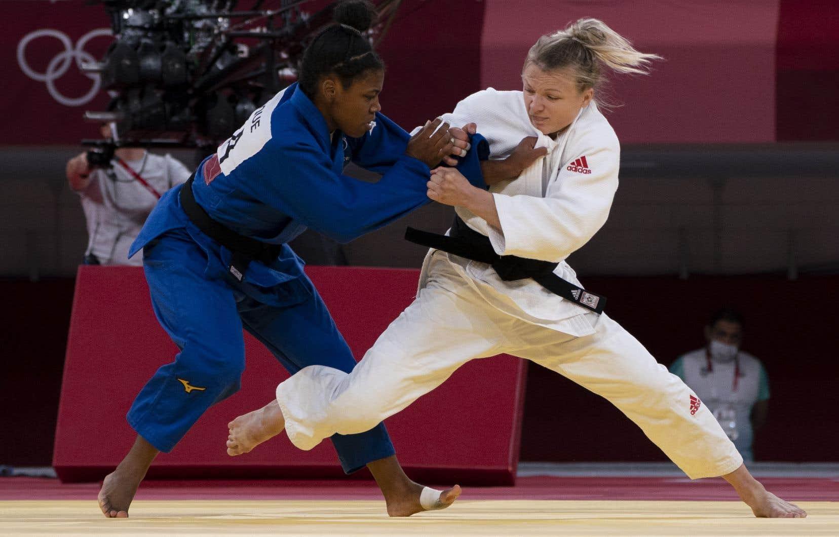 Après avoir signé deux victoires consécutives par ippon sur le tatami du Nippon Budokan, Klimkait s'est inclinée contre la Française Sarah Léonie Cysique en temps supplémentaire, après avoir écopé une troisième pénalité.