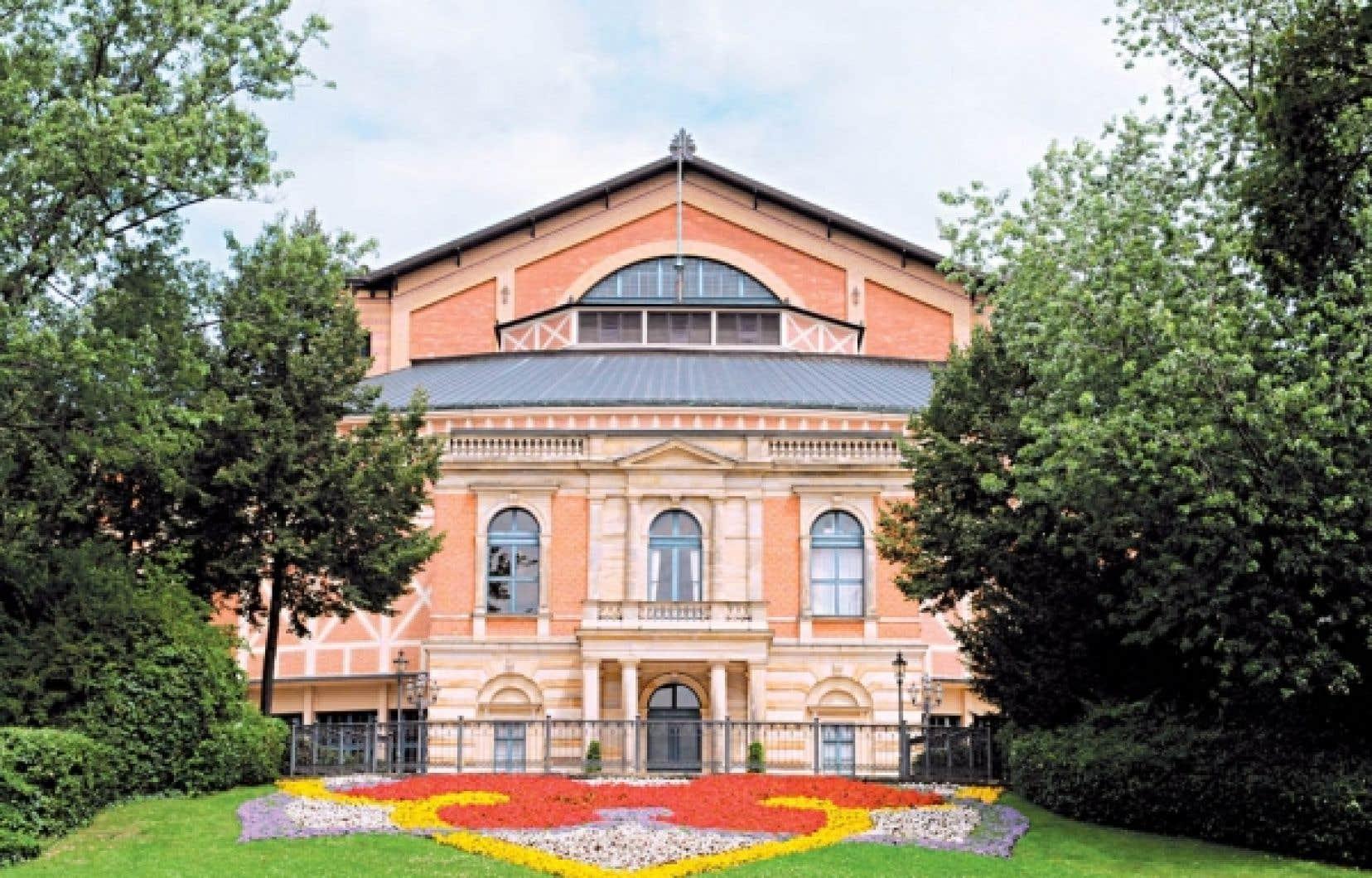 Le Festspielhaus de Bayreuth, achevé en 1875 et inauguré l'année suivante