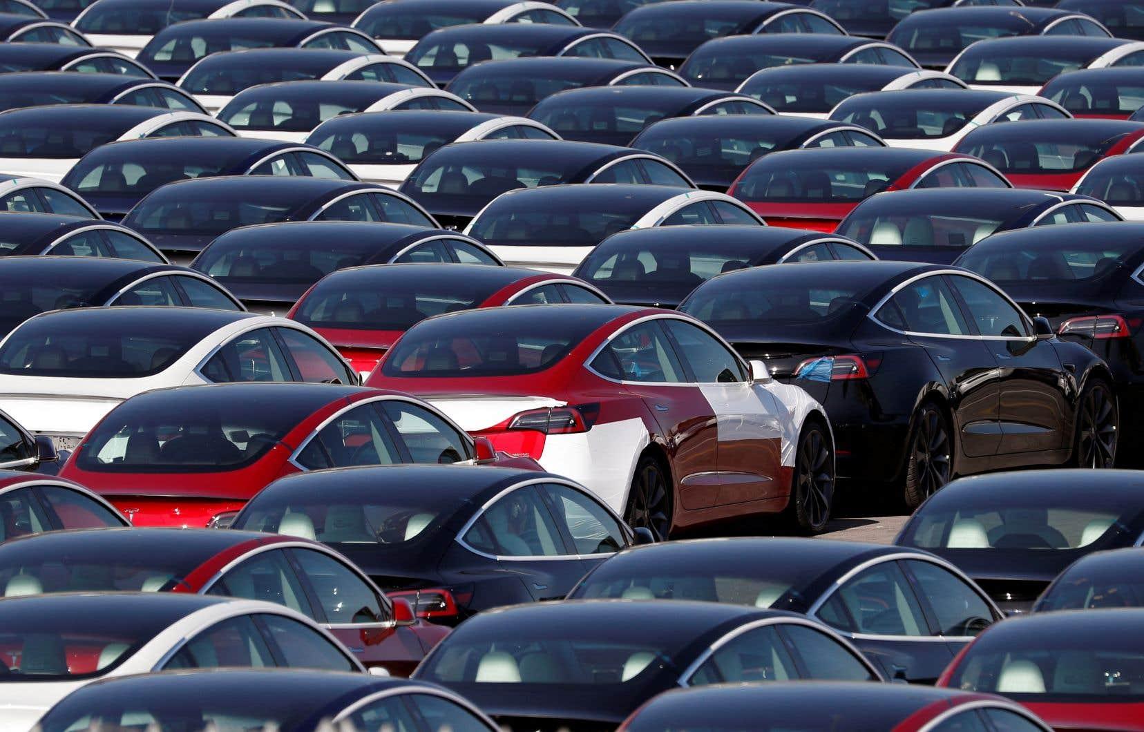 L'entreprise d'Elon Musk avait déjà annoncé avoir livré 201 250 véhicules au deuxième trimestre, un niveau inédit malgré la pénurie de semi-conducteurs qui perturbe le secteur automobile.