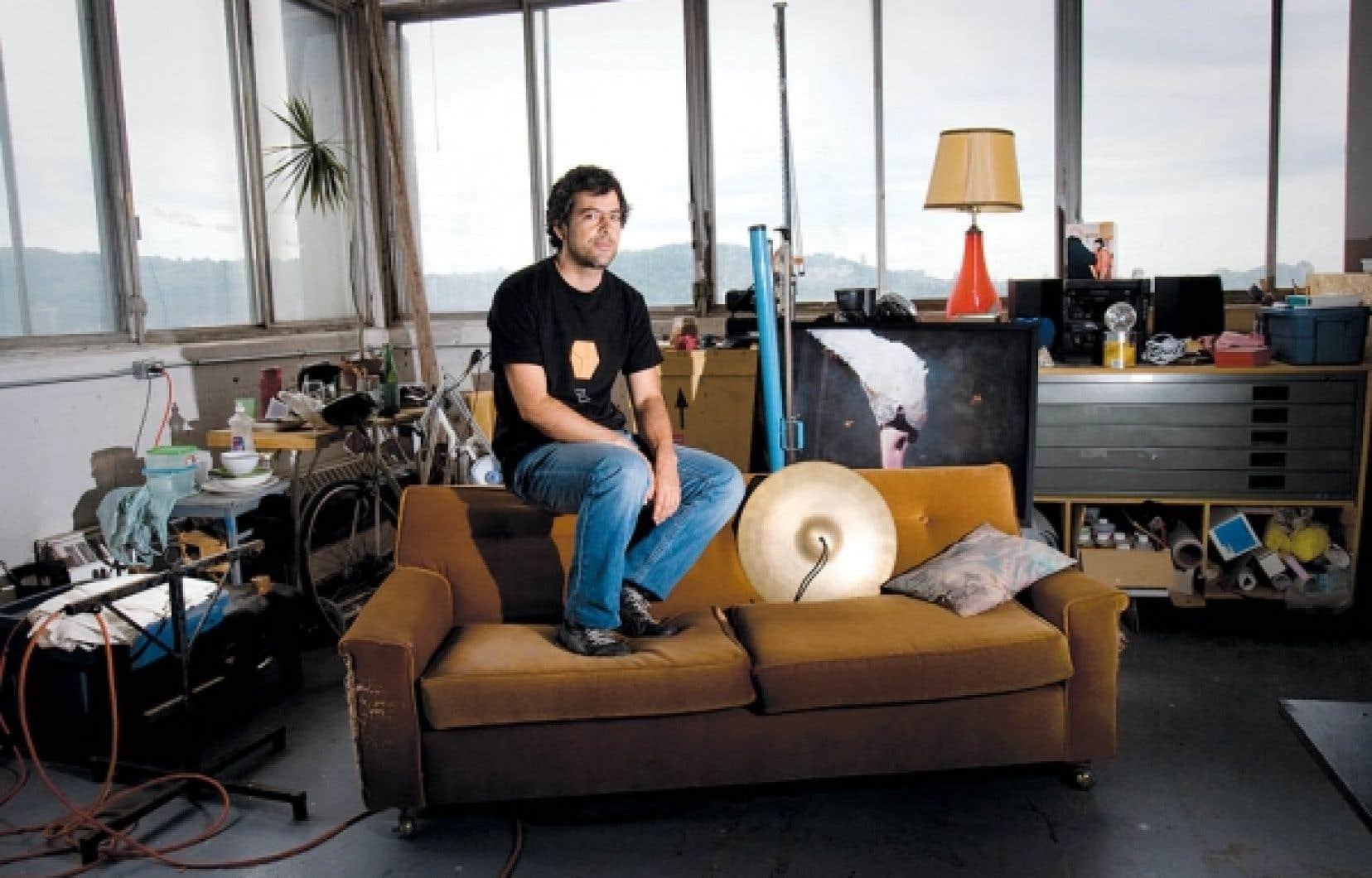 Sébastien Cliche, un artiste multidisciplinaire qui a son atelier dans l'édifice du 5455, de Gaspé, est un des nombreux locataires de l'endroit qui pourrait être affecté par un changement de vocation de l'édifice.<br />