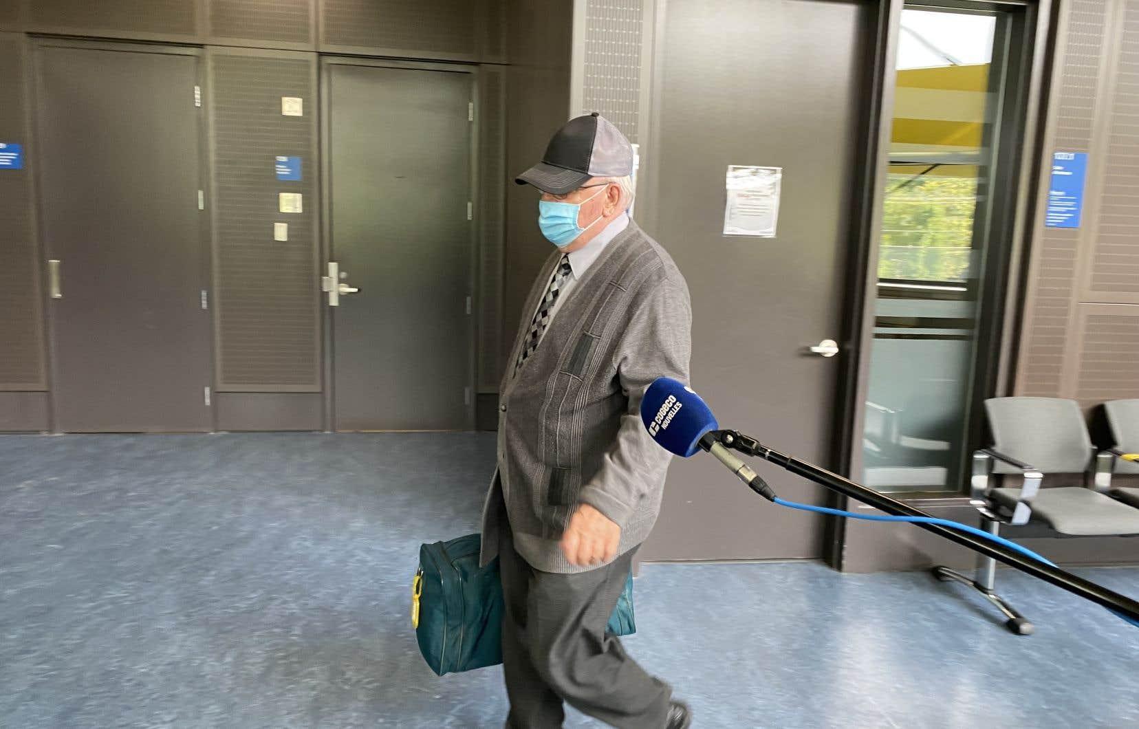 L'homme de 79ans a plaidé coupable à 12 chefs d'accusation de grossière indécence pour des gestes à caractère sexuel commis contre 12 anciens élèves du collège Bourget, à Rigaud, de 1982 à 1990.