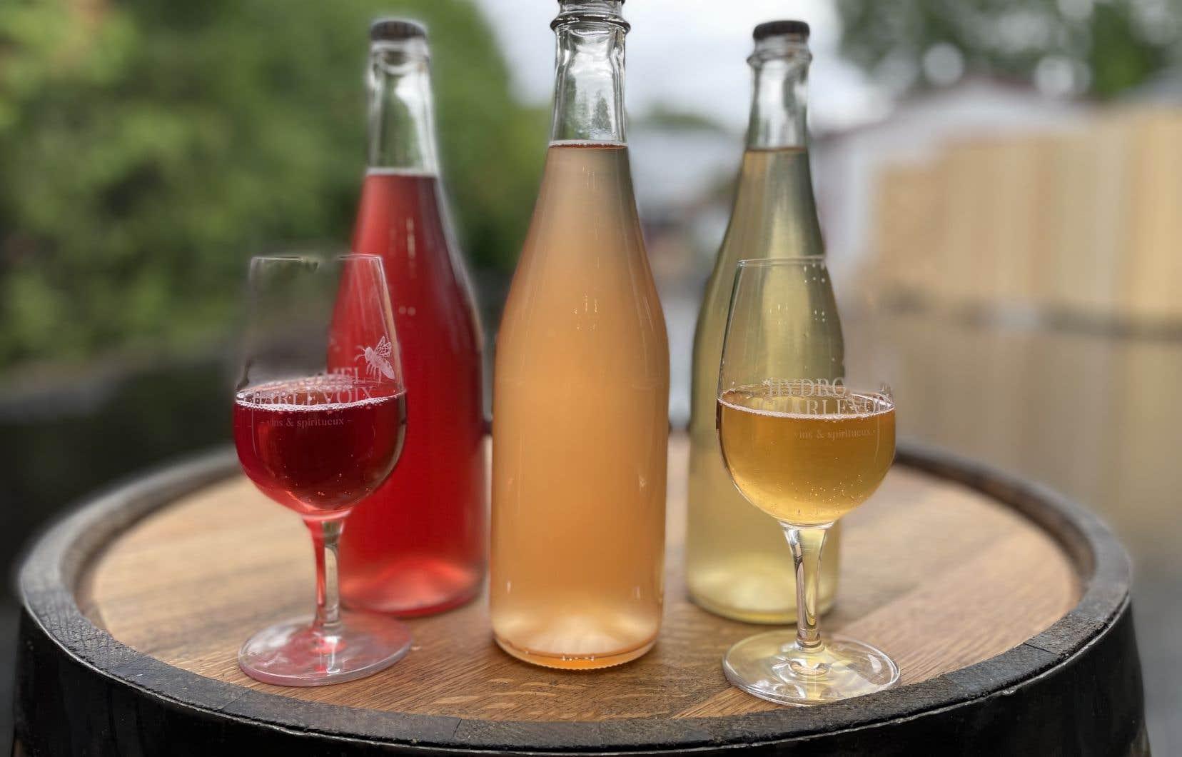 Lors de notre passage, les étiquettes n'étaient pas encore accolées sur les premières bouteilles d'Hydromel Charlevoix.
