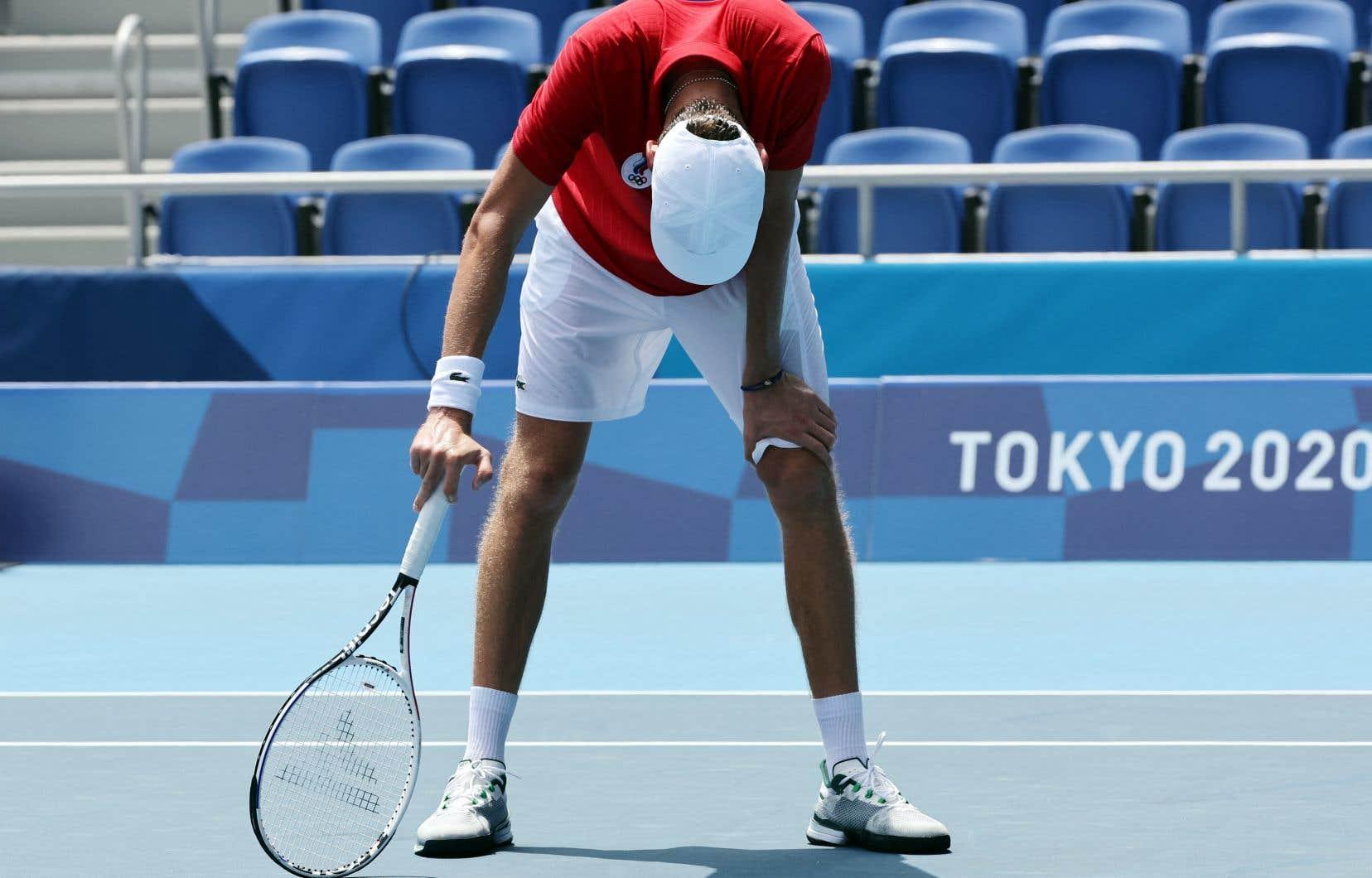 Lors de son match de mercredi matin contre l'Italien Fabio Fognini, le joueur de tennis russe Daniil Medvedev vivait mal l'humidité et la chaleur étouffante de Tokyo.
