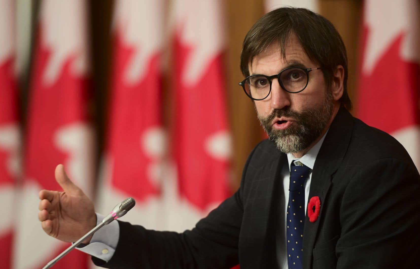 «La population canadienne en a un peu marre de voir ce discours haineux prendre de plus en plus de place. […] La population nous demande d'agir», estime Steven Guilbeault.