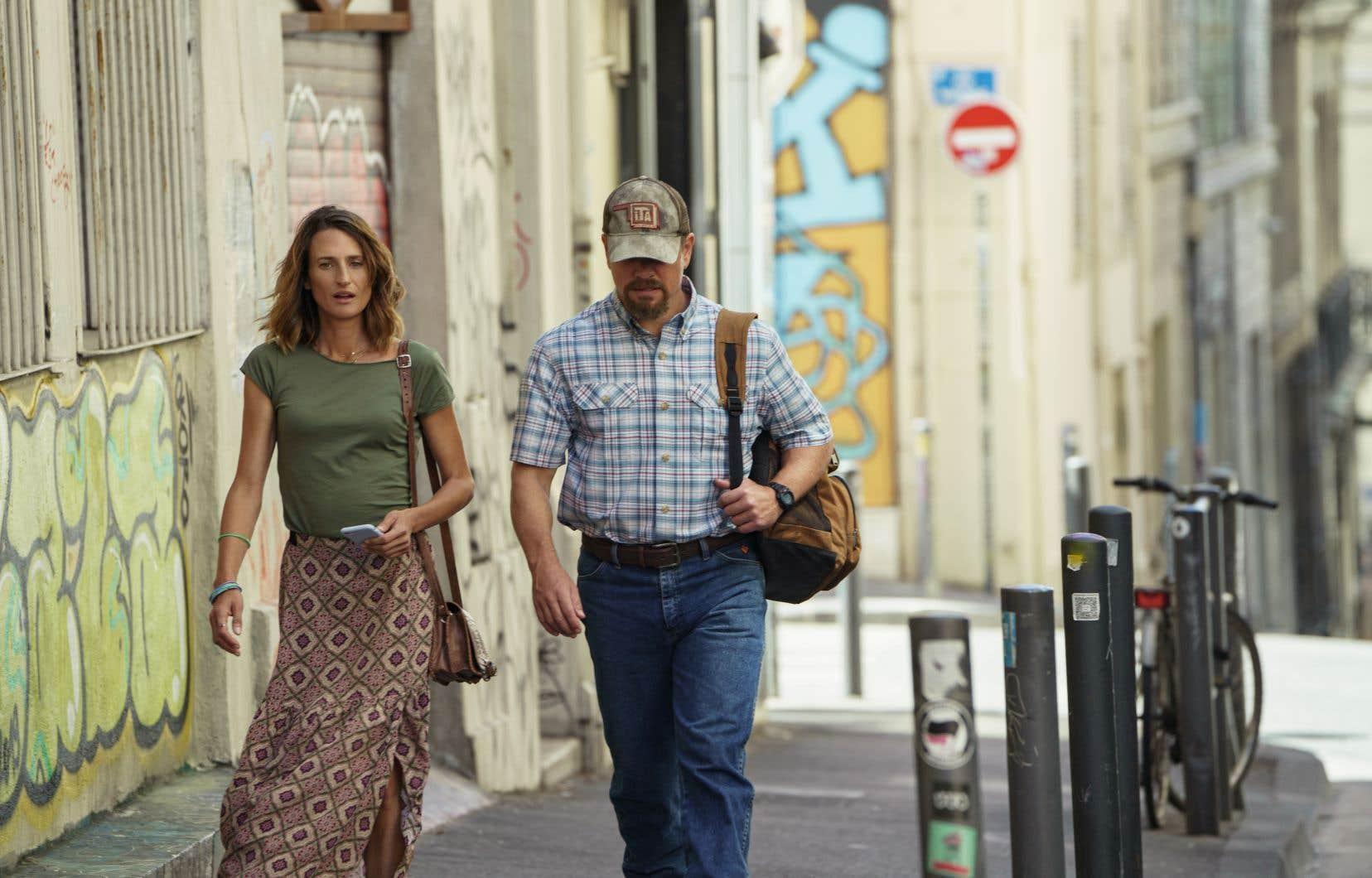 Camille Cottin dans le rôle de Virginie et Matt Damon dans le rôle de Bill. Mais il faut reconnaître que le personnage principal de «Stillwater» est la ville de Marseille. Le soleil et la mer, l'architecture, l'art de vivre, mais surtout la fibre riche et tendue de cette collectivité.