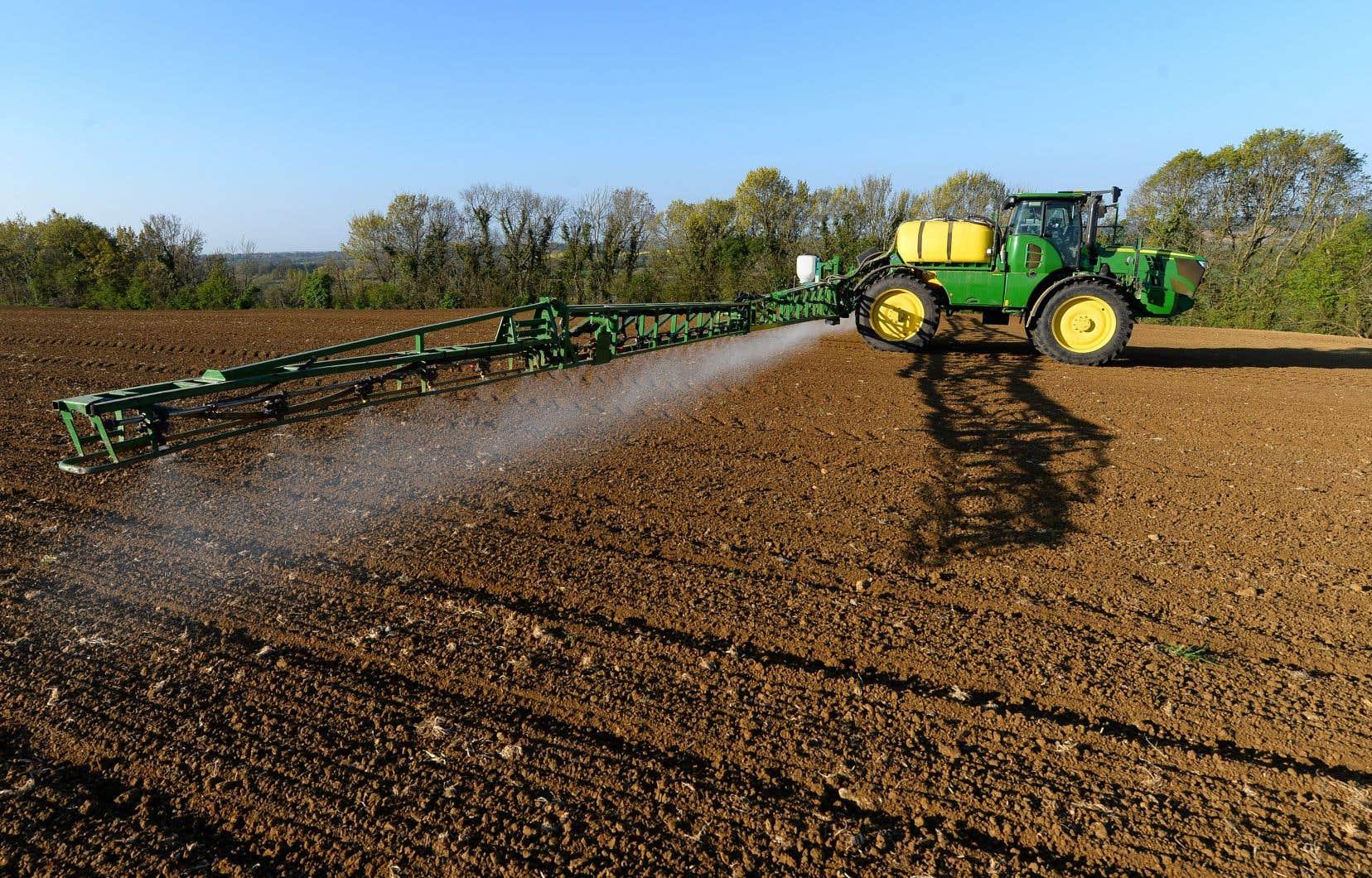 Le rachat en 2018 de l'agrochimiste américain Monsanto, producteur de l'herbicide Roundup accusé d'être cancérogène, a envoyé Bayer dans une salve de procédures judiciaires aux États-Unis.