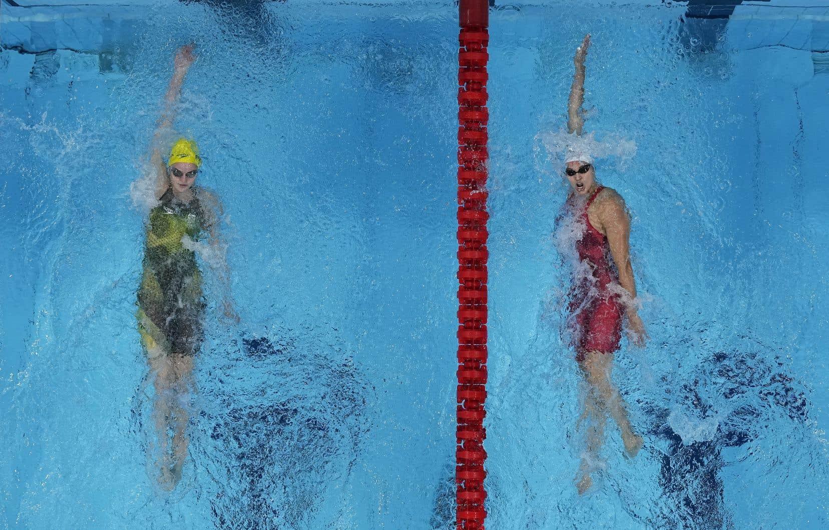 Kylie Masse (à droite)a terminé l'épreuve en 2:05,42.