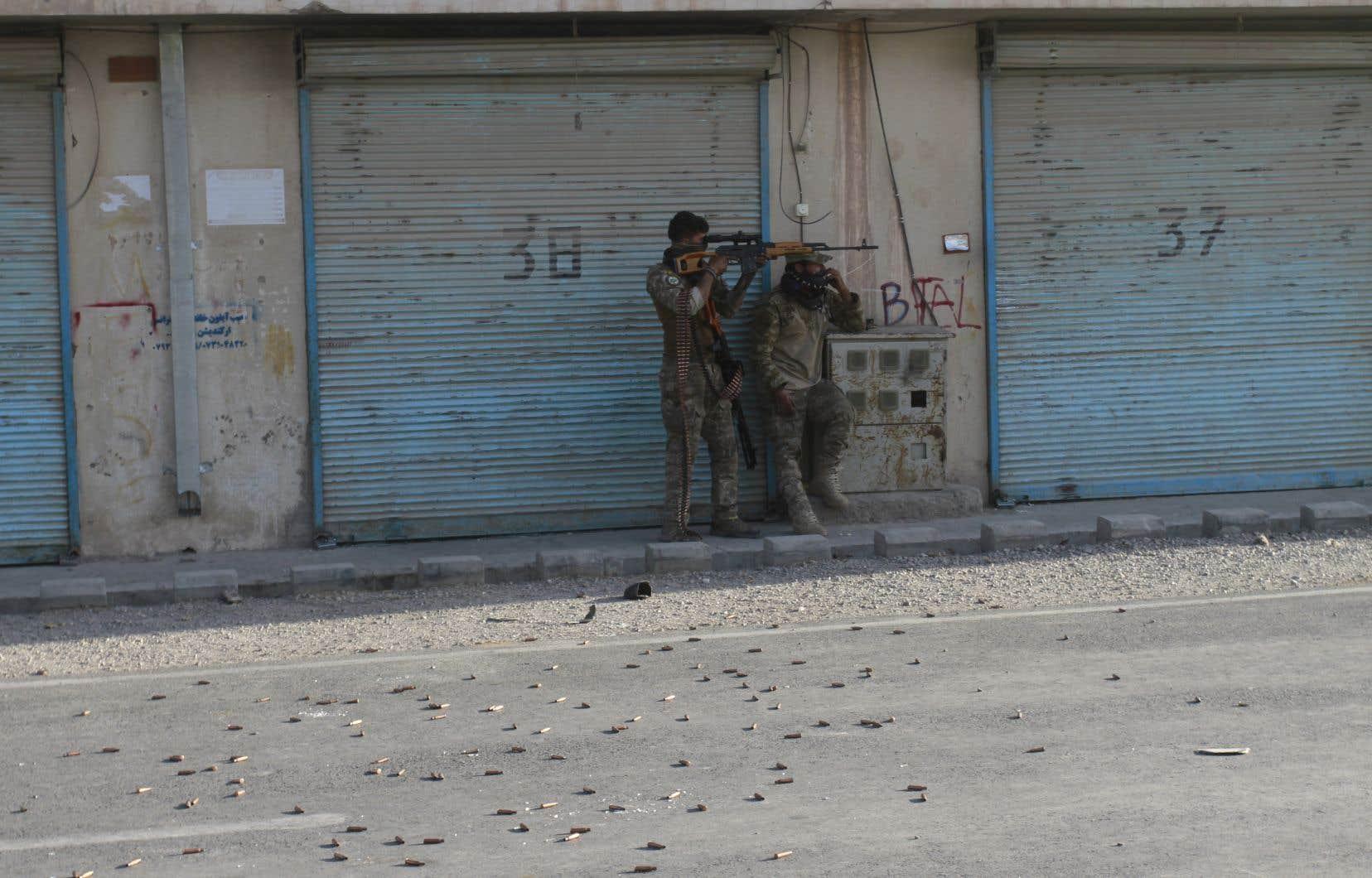 Les talibans mènent depuis trois mois une offensive tous azimuts contre les forces afghanes, à la faveur du retrait, désormais achevé, des forces internationales du pays.