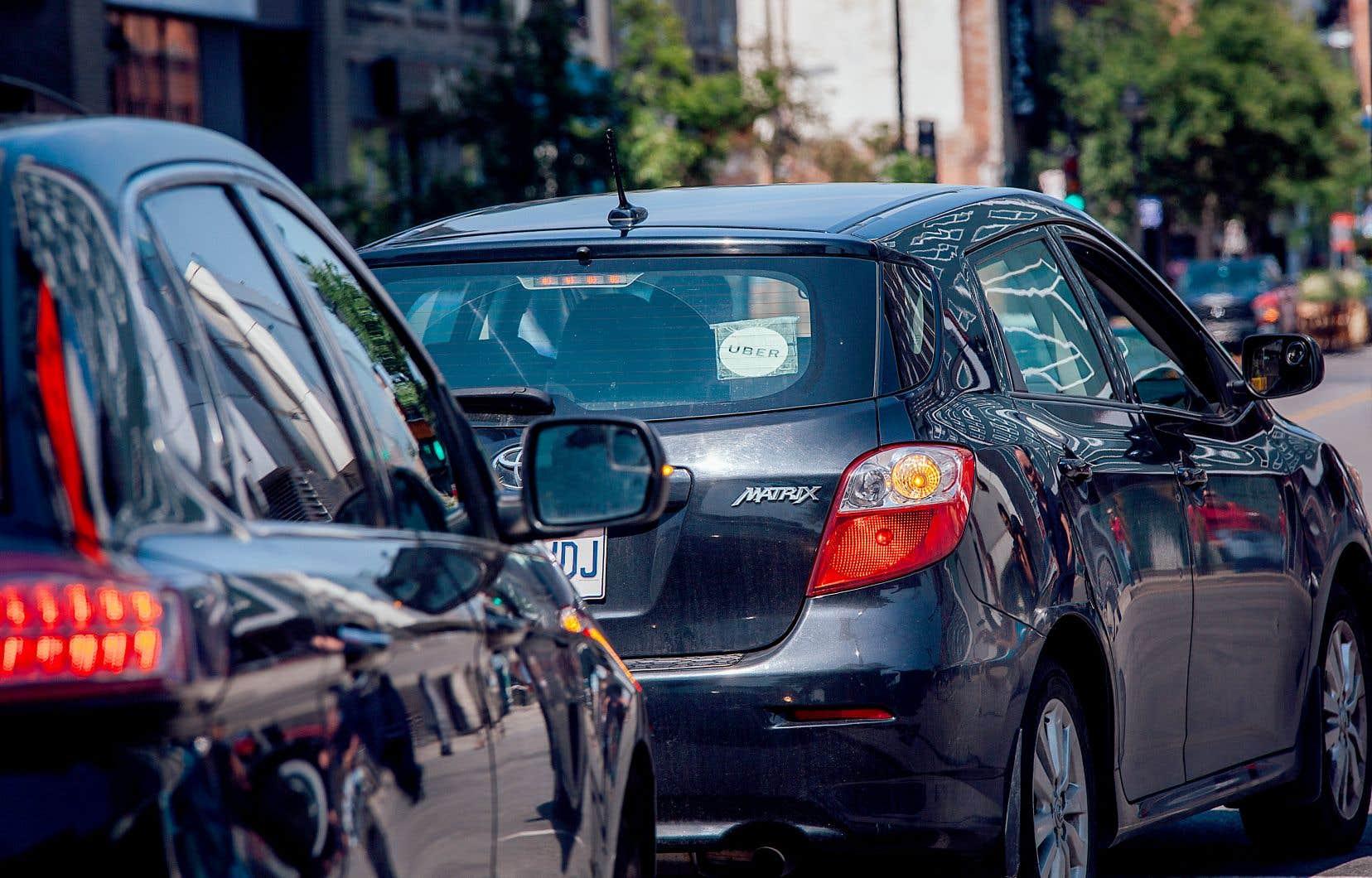 Si les données communiquées au Devoir font état d'une augmentation du revenu médian des chauffeurs, les frais afférents qu'ils doivent payer ne font pas partie du calcul d'Uber.