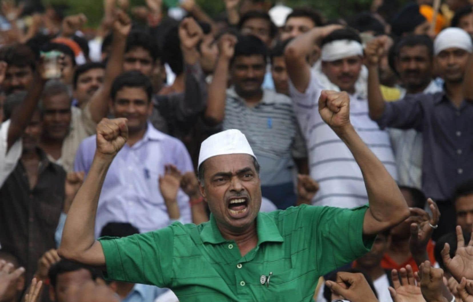 Un partisan d'Anna Hazare hier, à Delhi