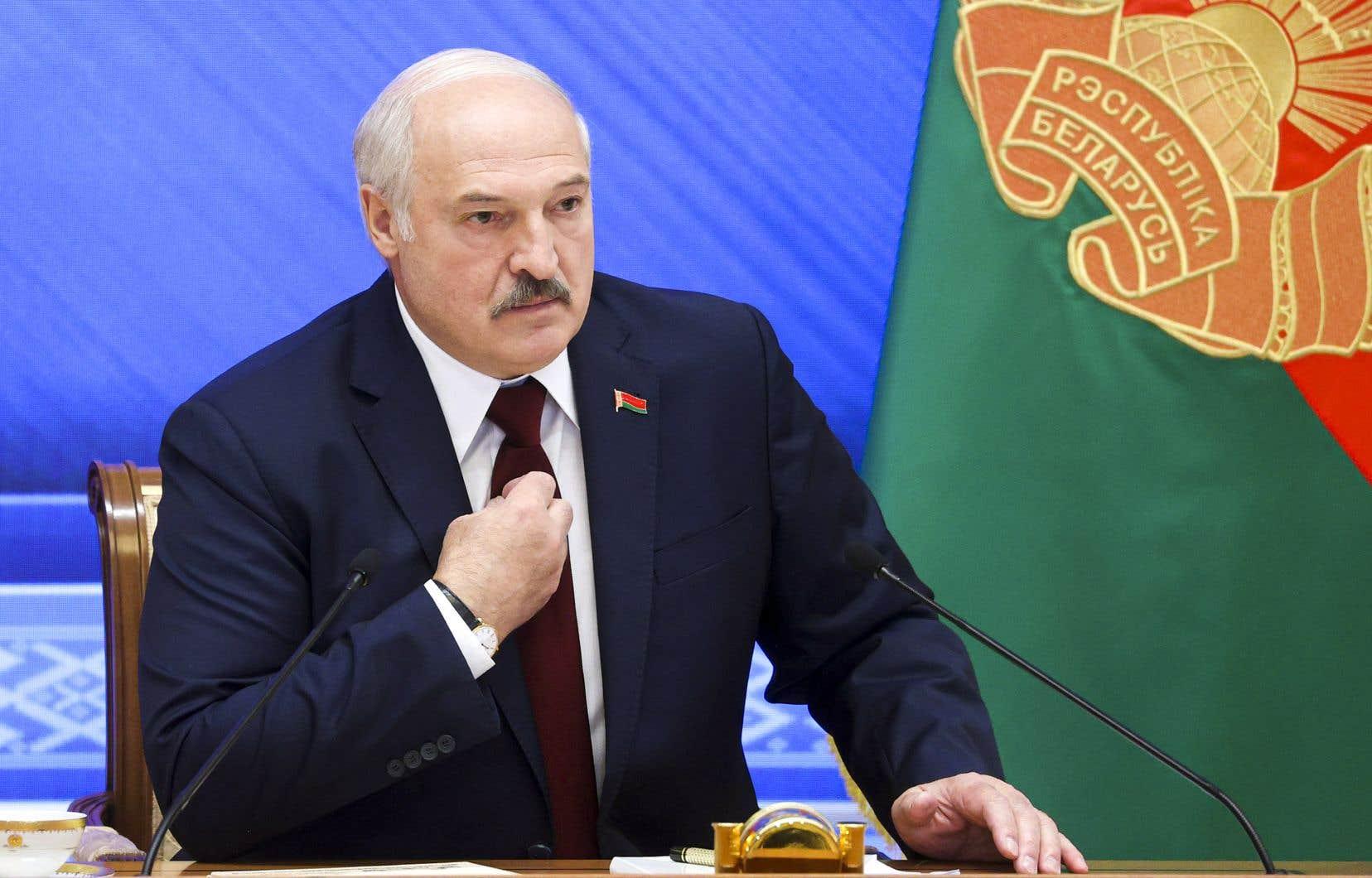 Lors d'une rencontre télévisée avec la presse et des dignitaires du régime lundi, Loukachenko a déclaré qu'«il n'y a pas et il n'y aura jamais de répression dans mon pays. [...] Je n'en ai pas besoin».