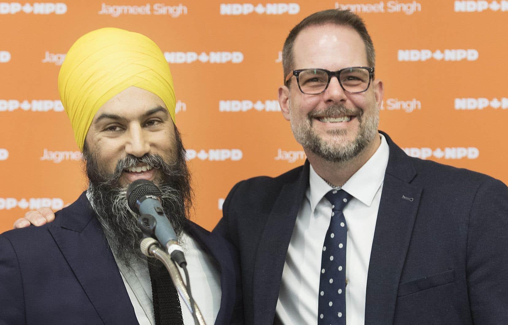 Le seul député néodémocrate à avoir été réélu au Québec en 2019 est Alexandre Boulerice (à droite). On le voit ici aux côtés du chef du parti, Jagmeet Singh, lors de cette campagne électorale.